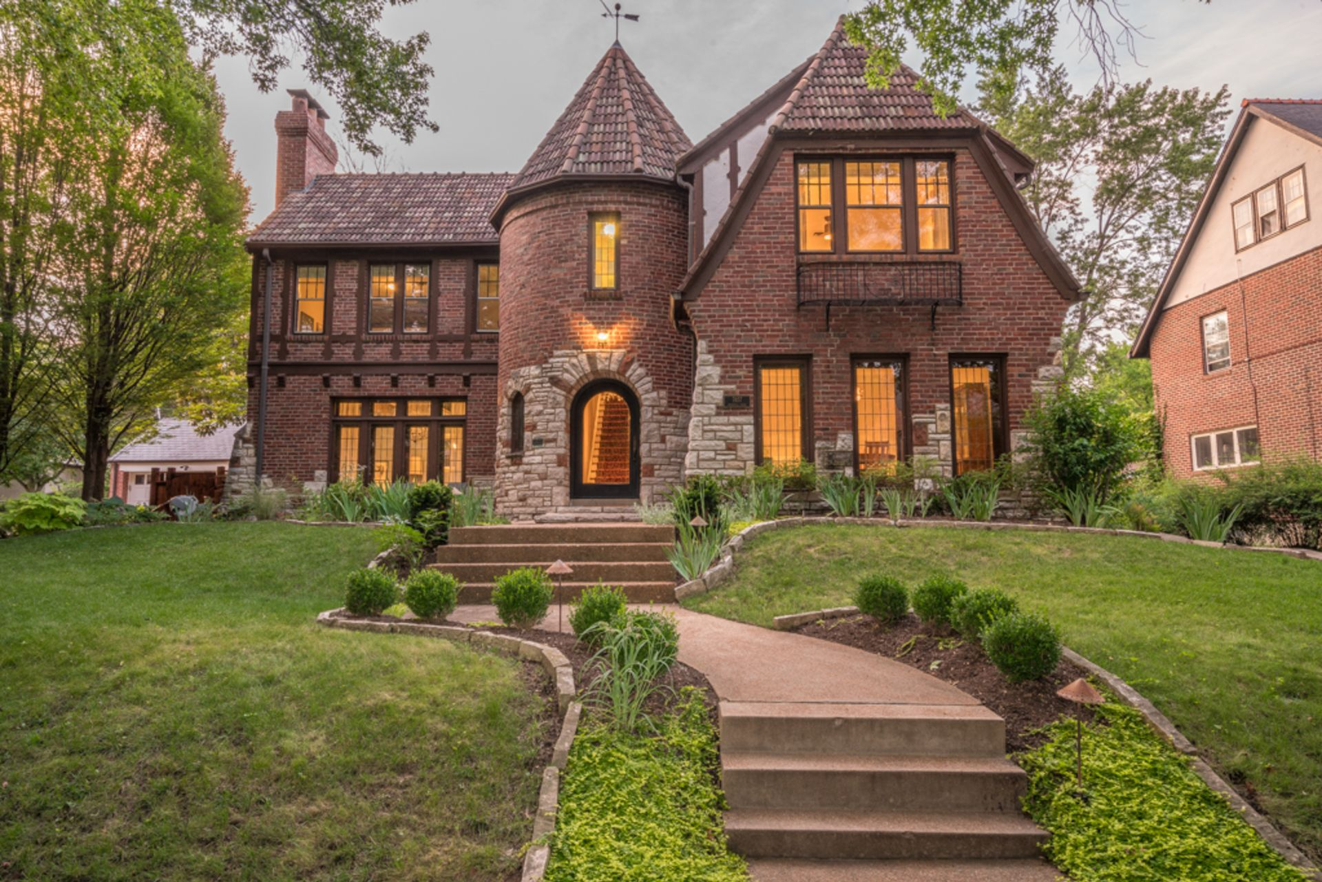 Just Listed! 7457 Cromwell Drive, Clayton