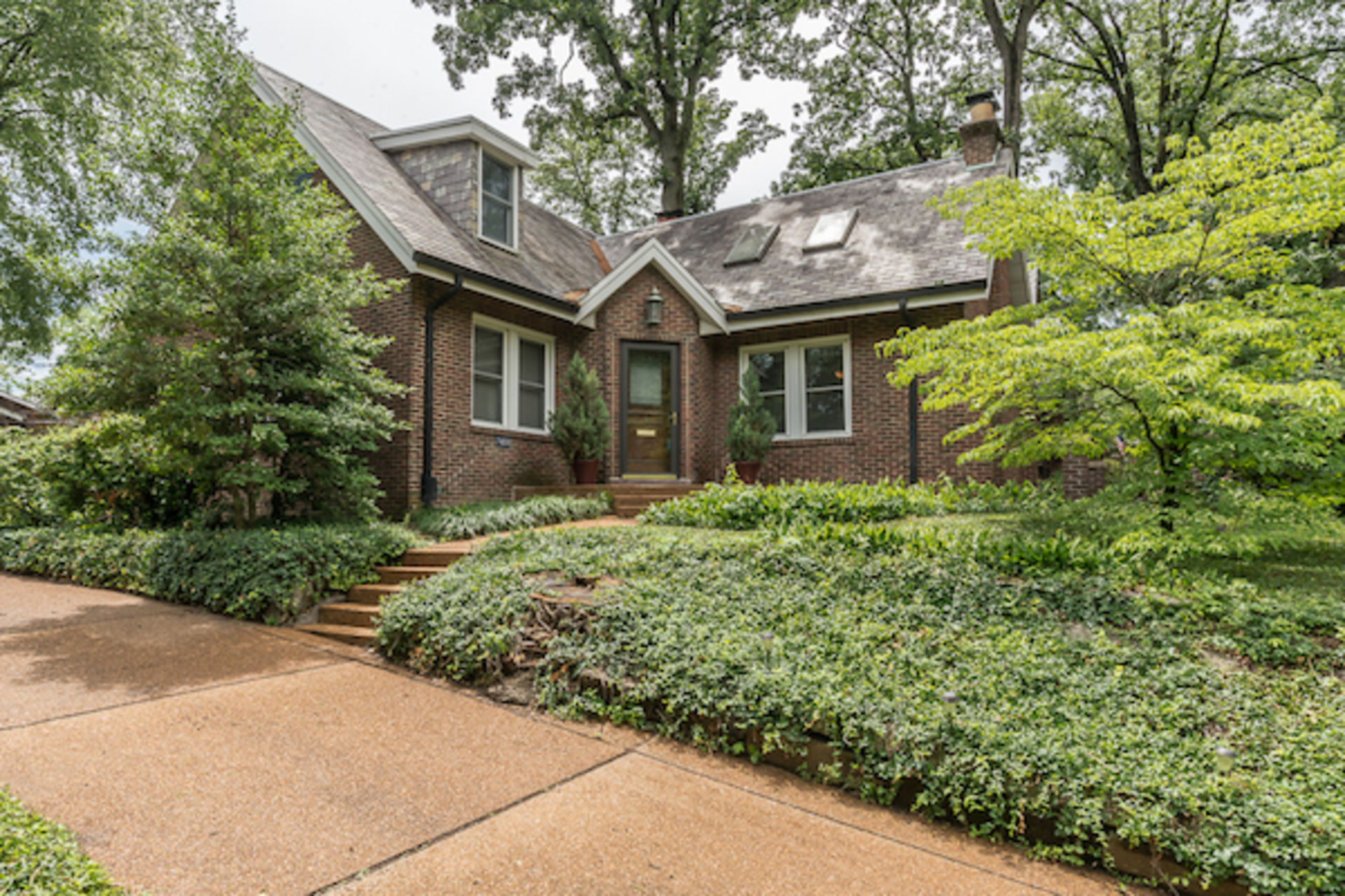 Just Listed! 7430 Stratford Drive, University City