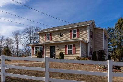 Attention equestrians, hobbyists & home buyers in search of a beautiful piece of property!