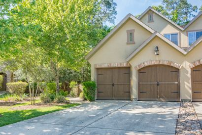Easy Care Living in The Woodlands!
