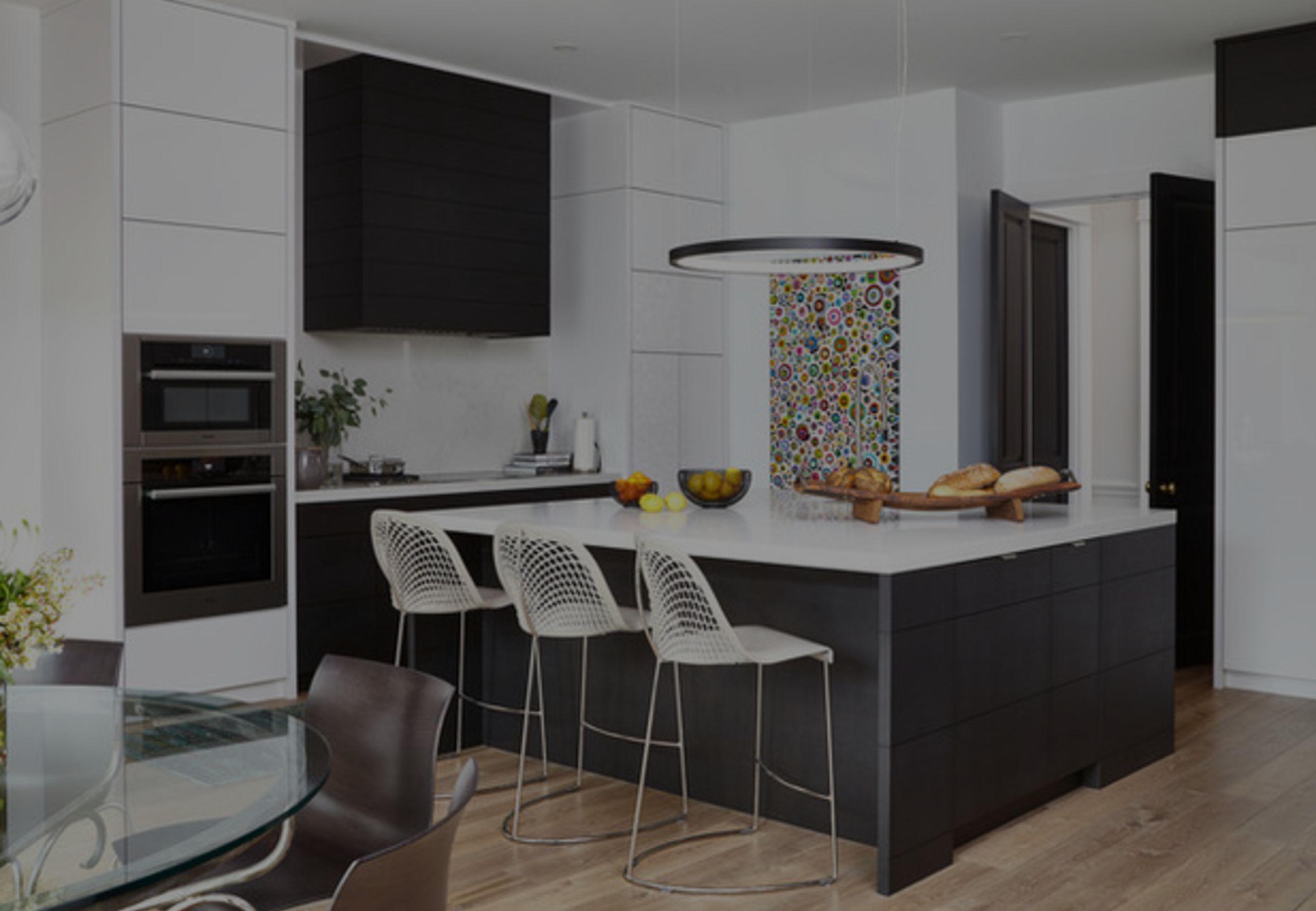 3 Stunning Black-and-White Kitchens