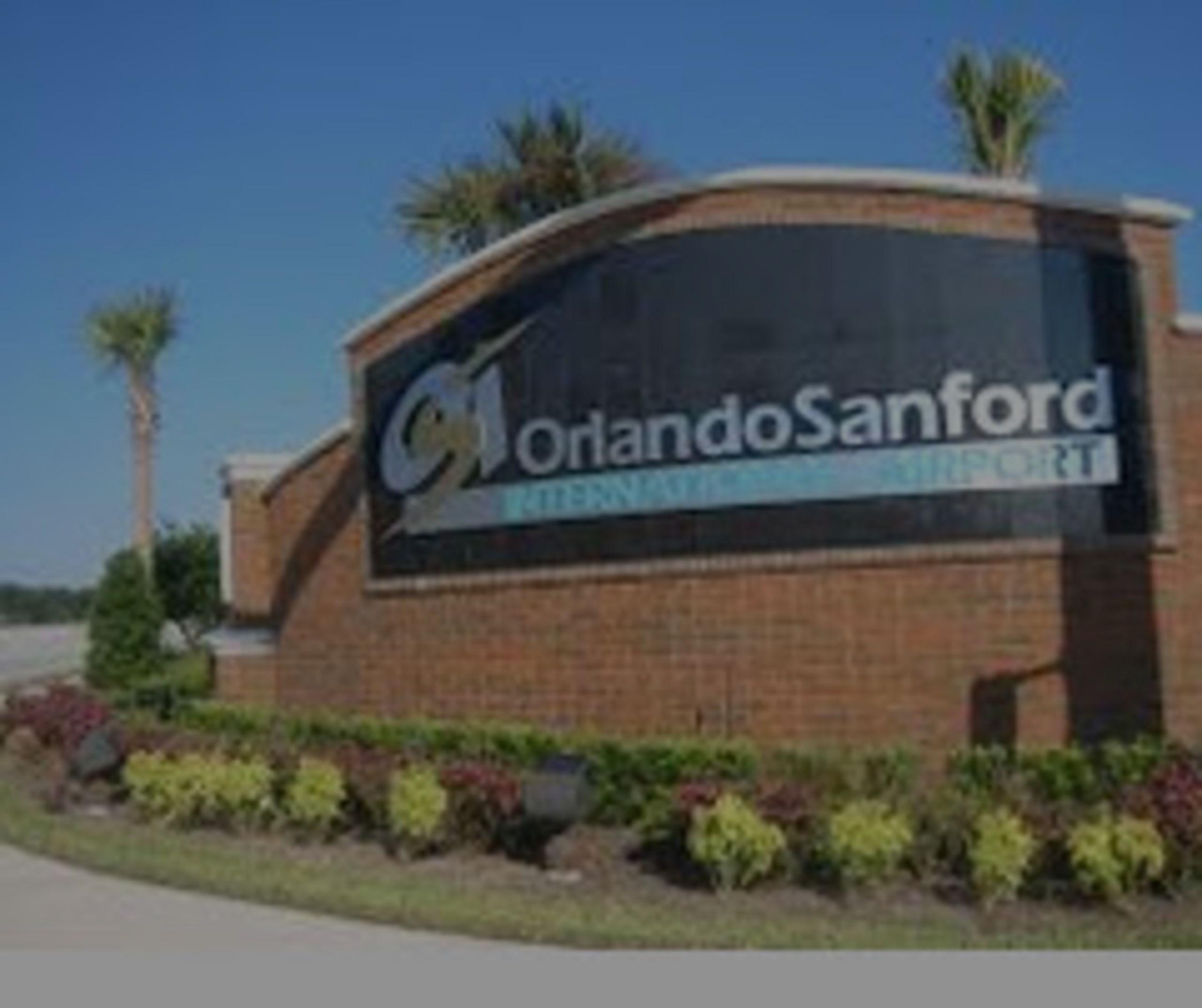 Orlando tiene dos aeropuertos internacionales, incluyendo SFB