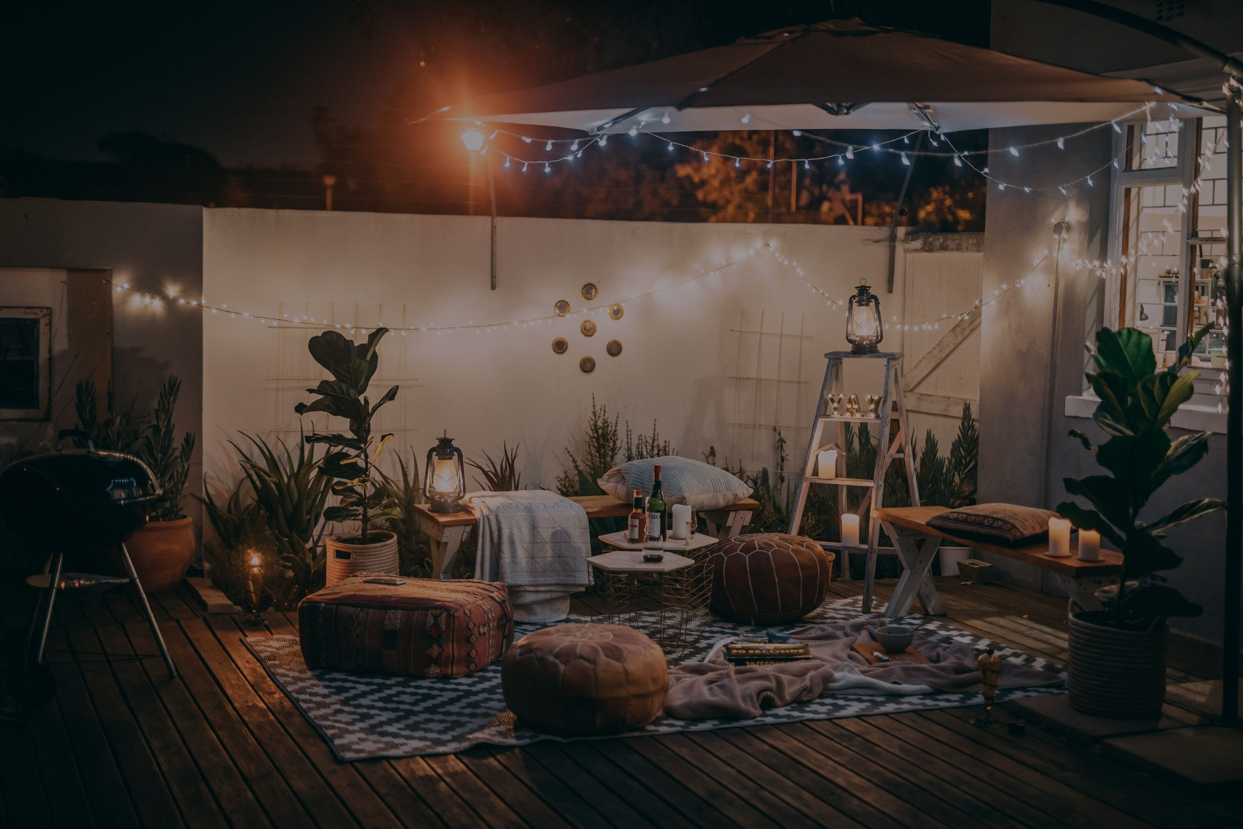 5 Ways to Stage a Cozy Outdoor Space for Cooler Weather