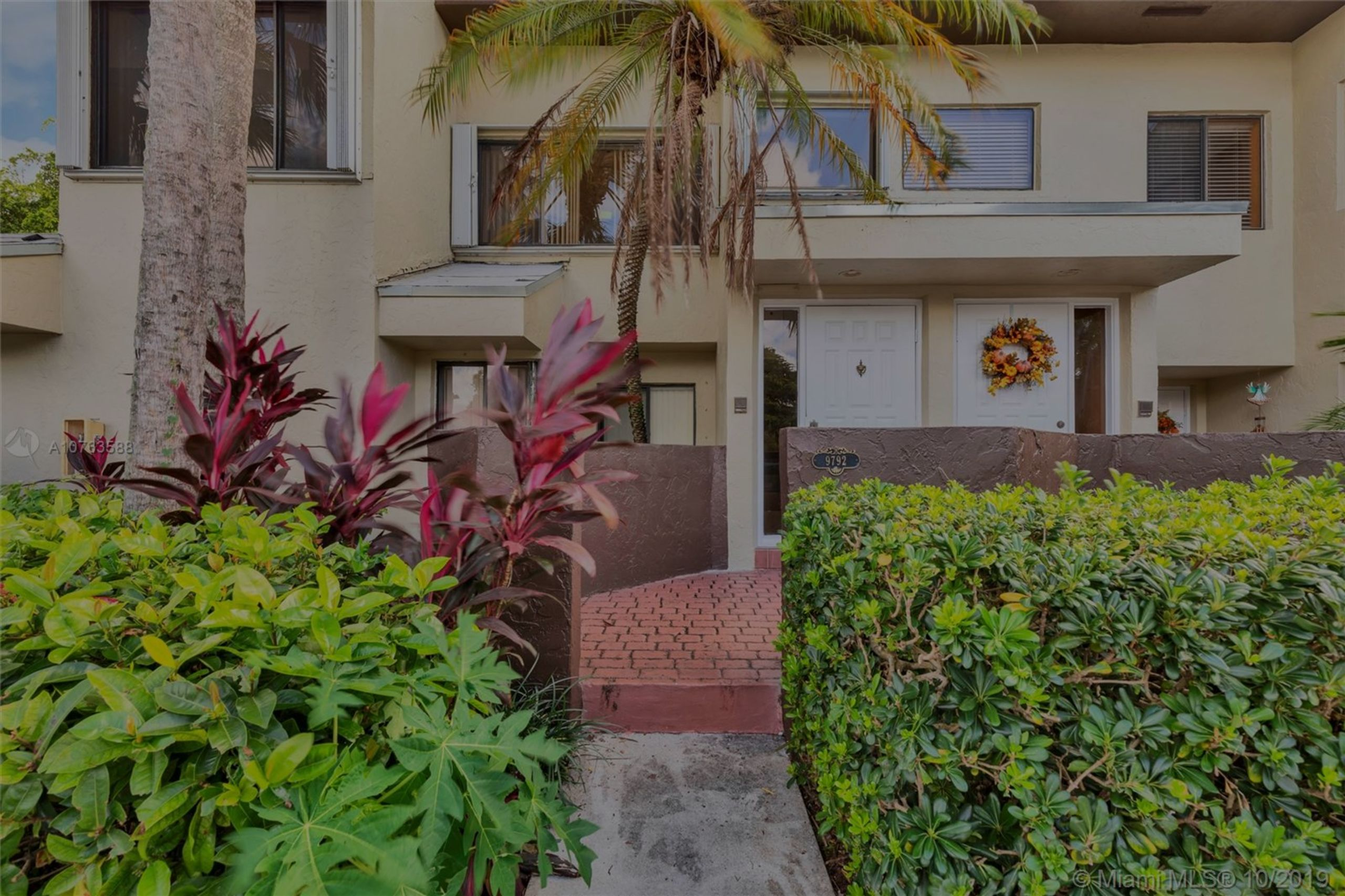 Enjoy the Miami lifestyle in this fabulous 1 bedroom, 1 bath condo in Kendall!