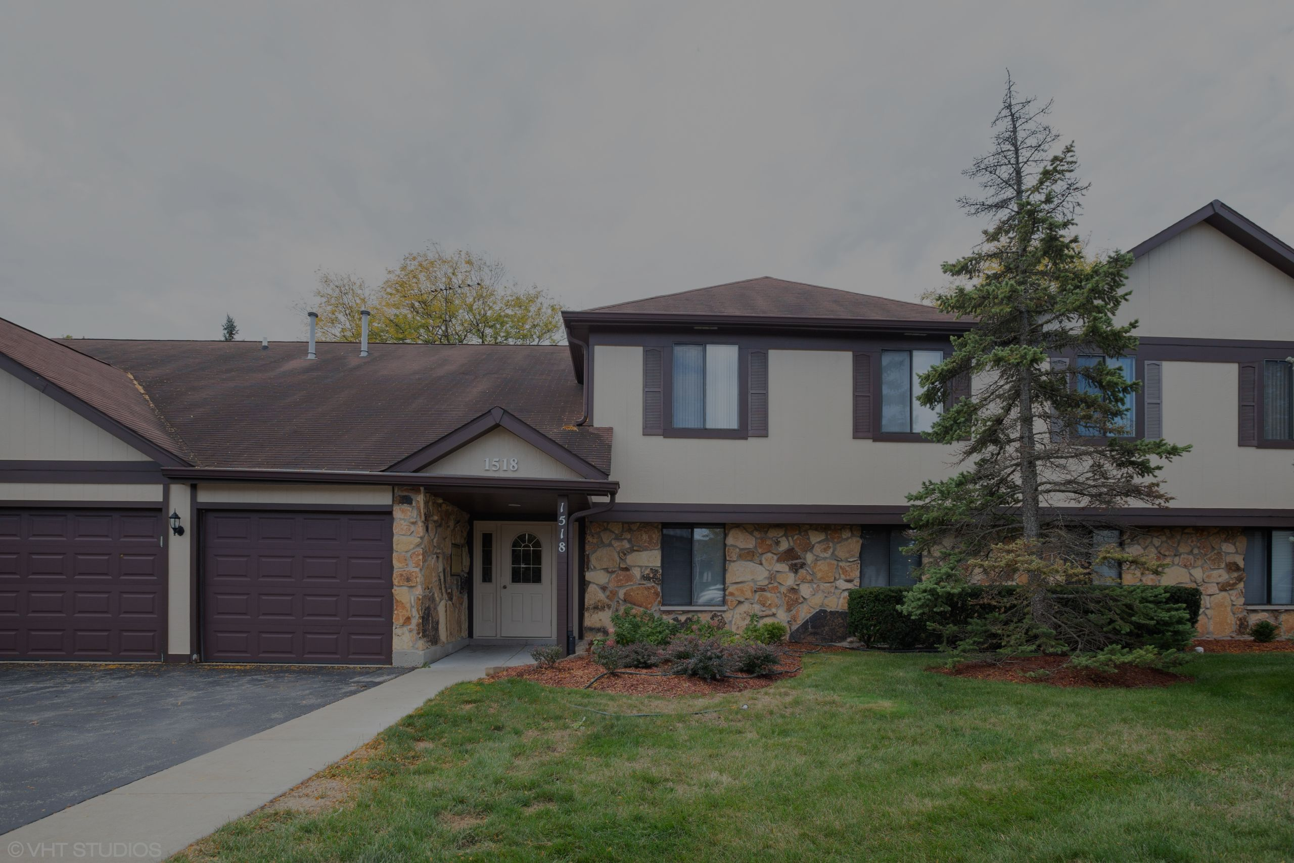 Just Listed in Schaumburg!