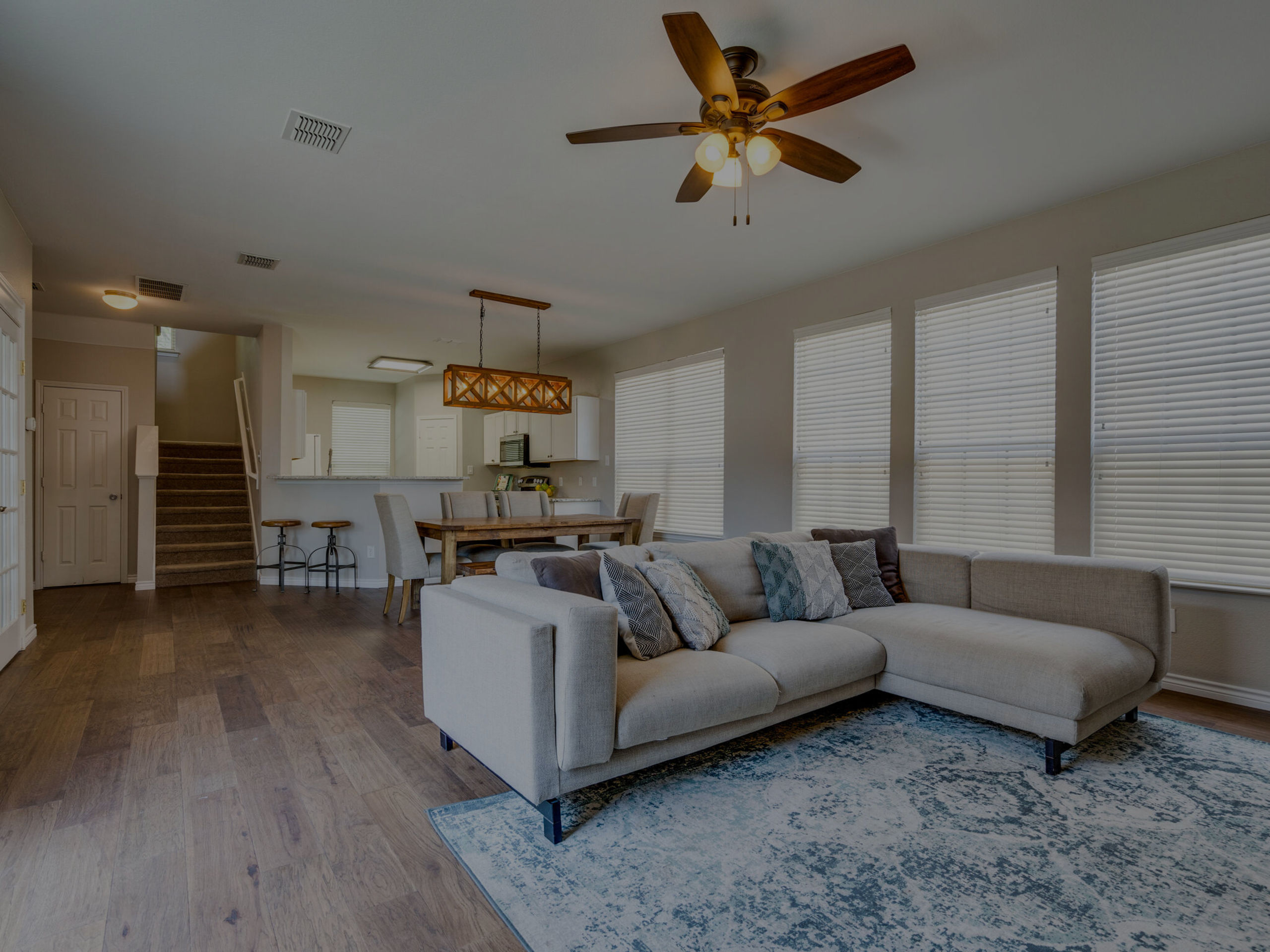 This beautiful 3 bed, 2 ½ bath house located in the Harvest Bend Neighborhood in McKinney just hit the market