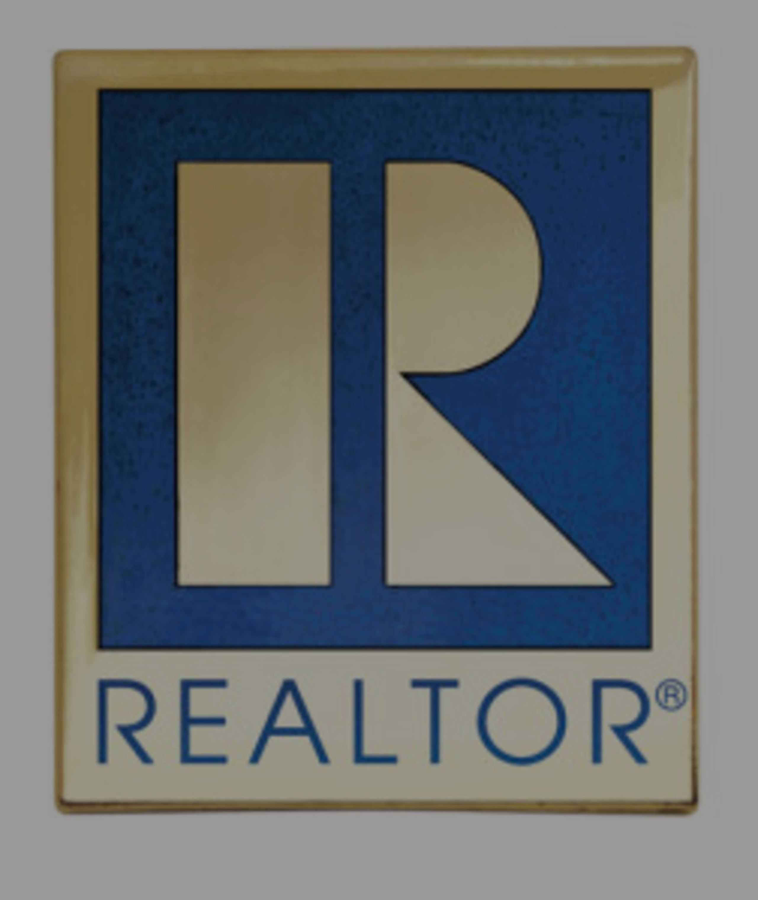 What's the difference between a real estate salesperson and a Broker?