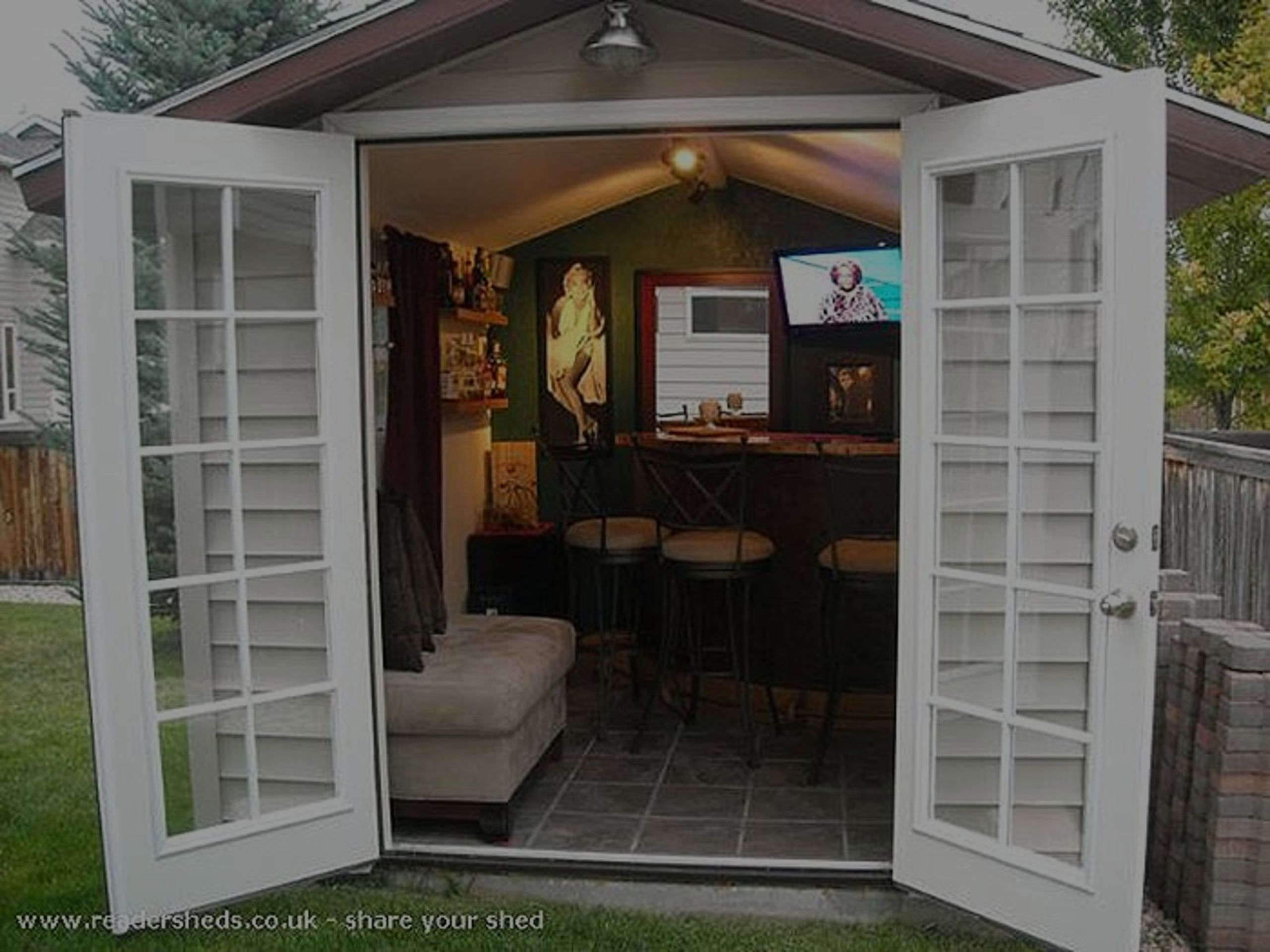 """""""Pub Sheds"""" Are On The Fast Track To Becoming The New Rage In Backyard Design"""