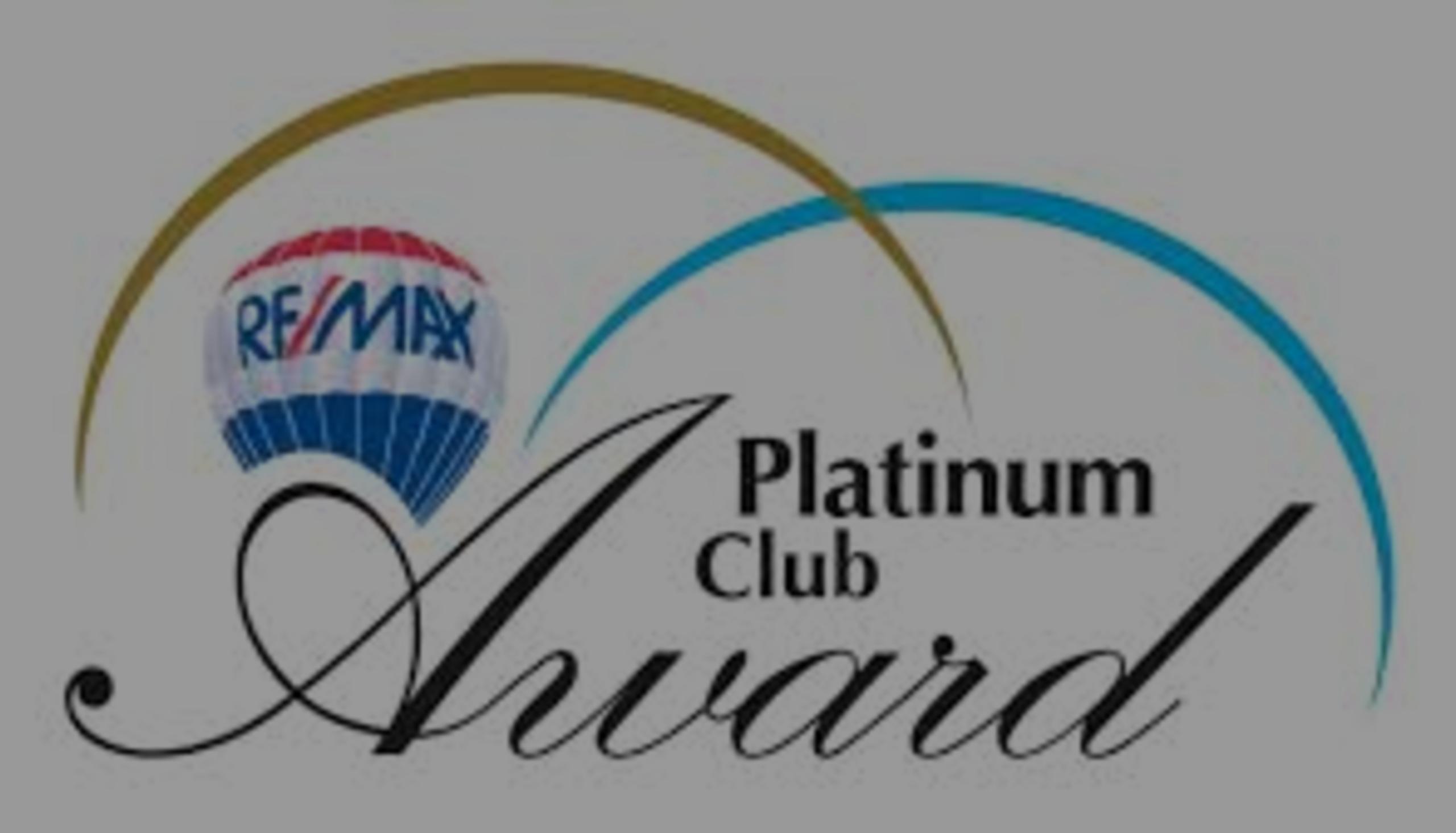 Roseann O'Keefe receives 2016 RE/MAX Platinum Club award