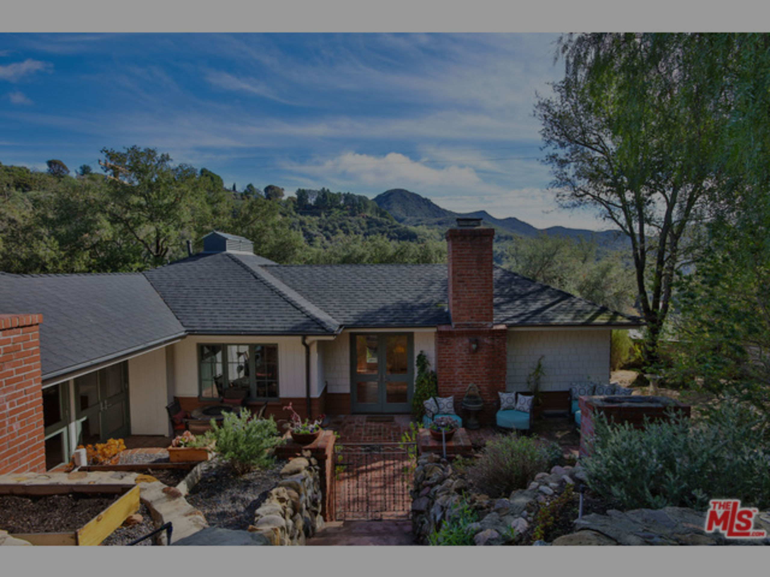SOLD | FERNWOOD ENTERTAINER'S HOME W/ MOUNTAIN VIEW  |  $1,399,000