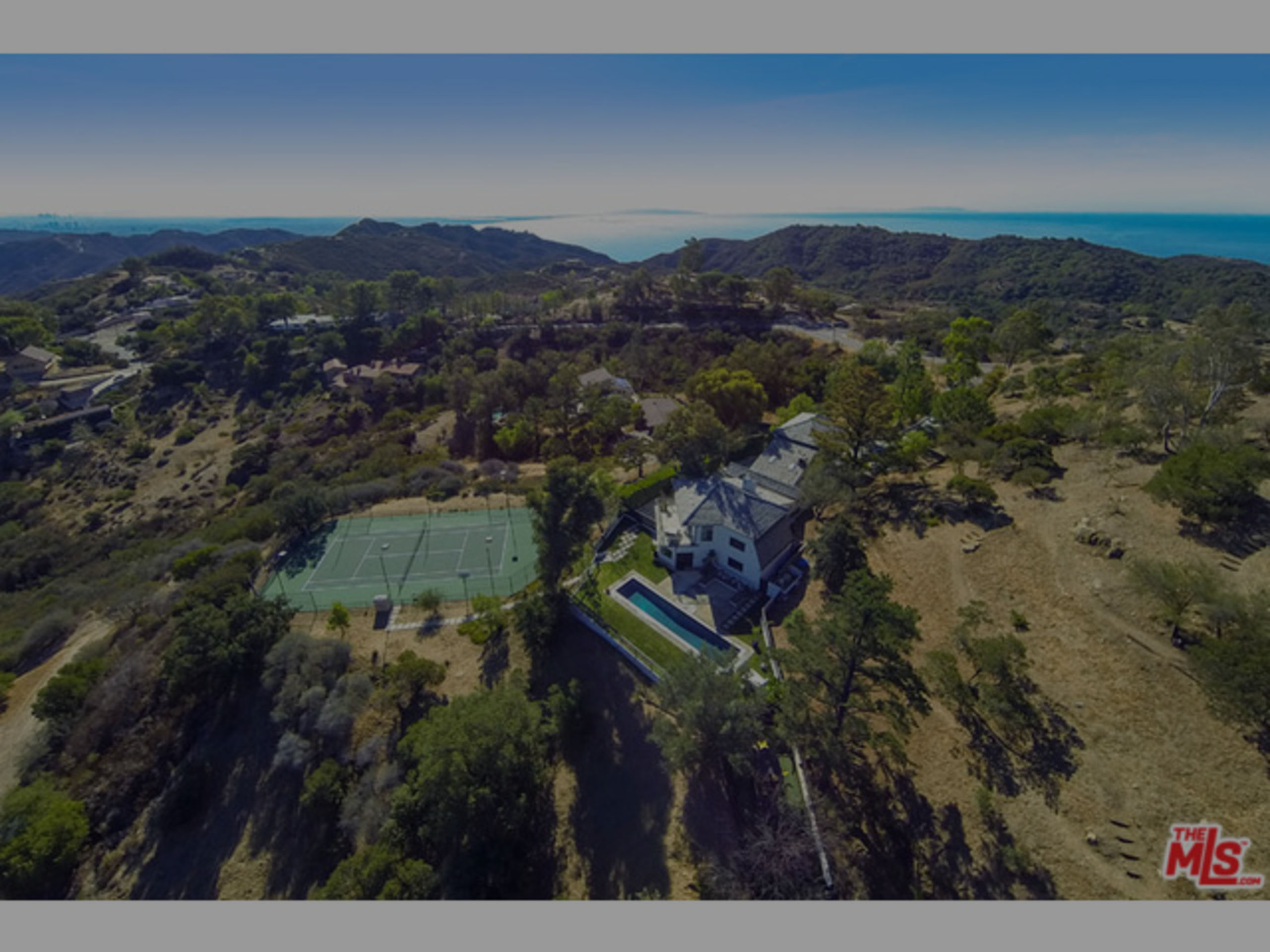 SOLD | CELEBRITY OCEAN & MOUNTAIN VIEW ESTATE UPPER SADDLE PEAK | $2,520,000