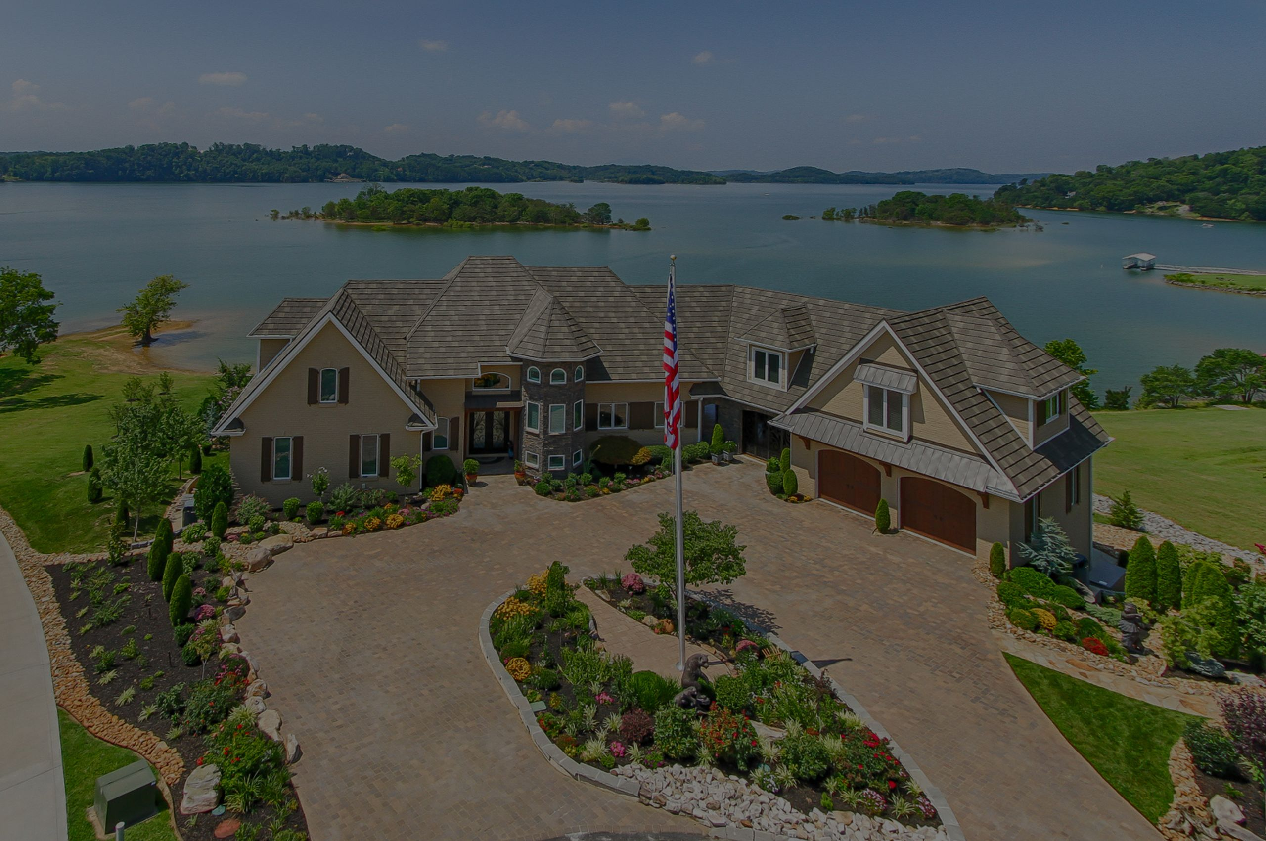 Luxury Lakefront Properties