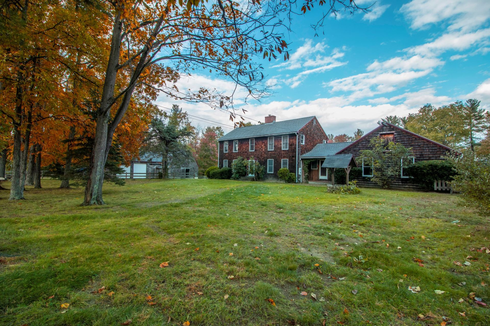 A timeless classic colonial with elegant farmhouse flair-Hampstead, NH