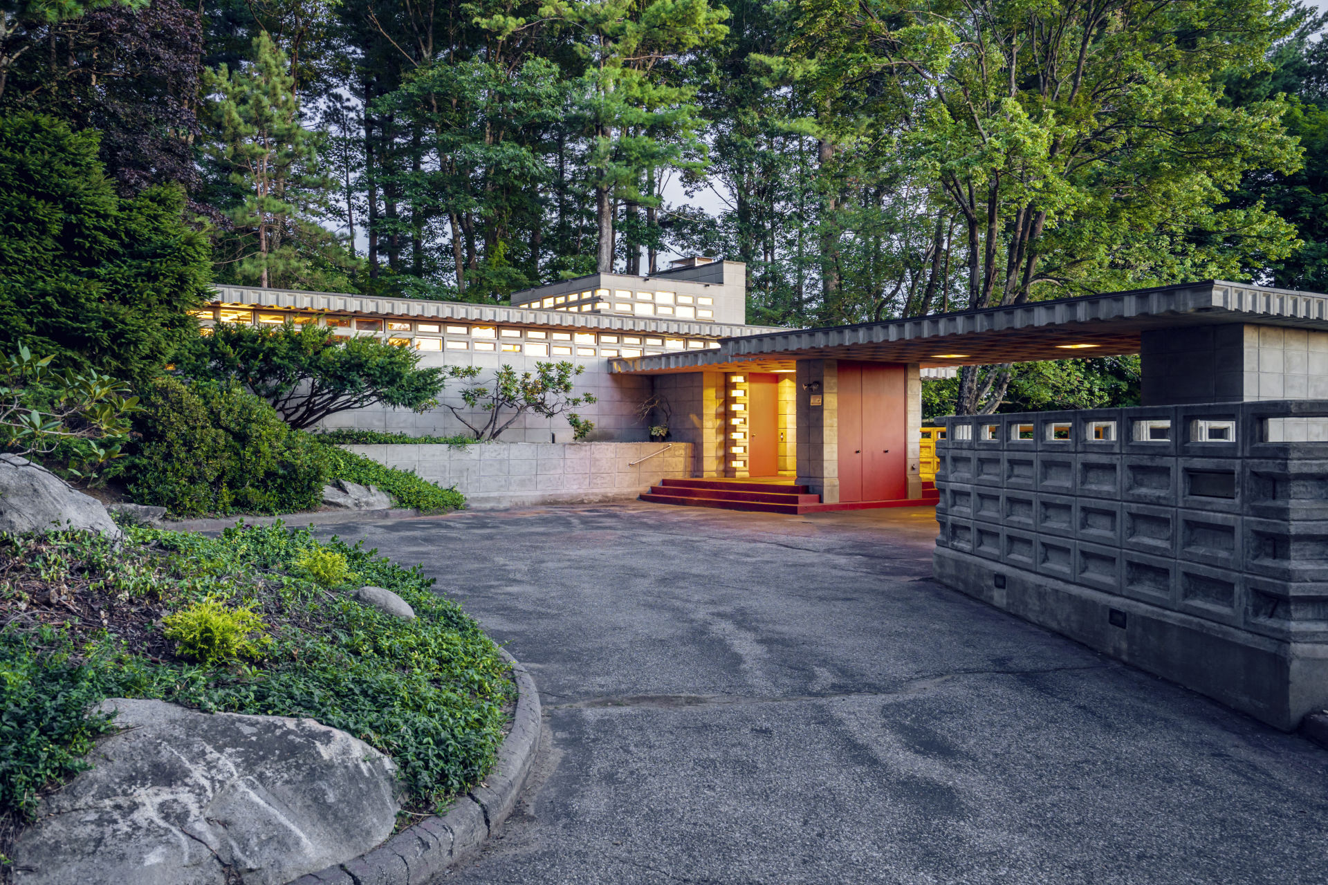 New Hampshire Union Leader-Manchester family's Frank Lloyd Wright house goes on the market for the first time