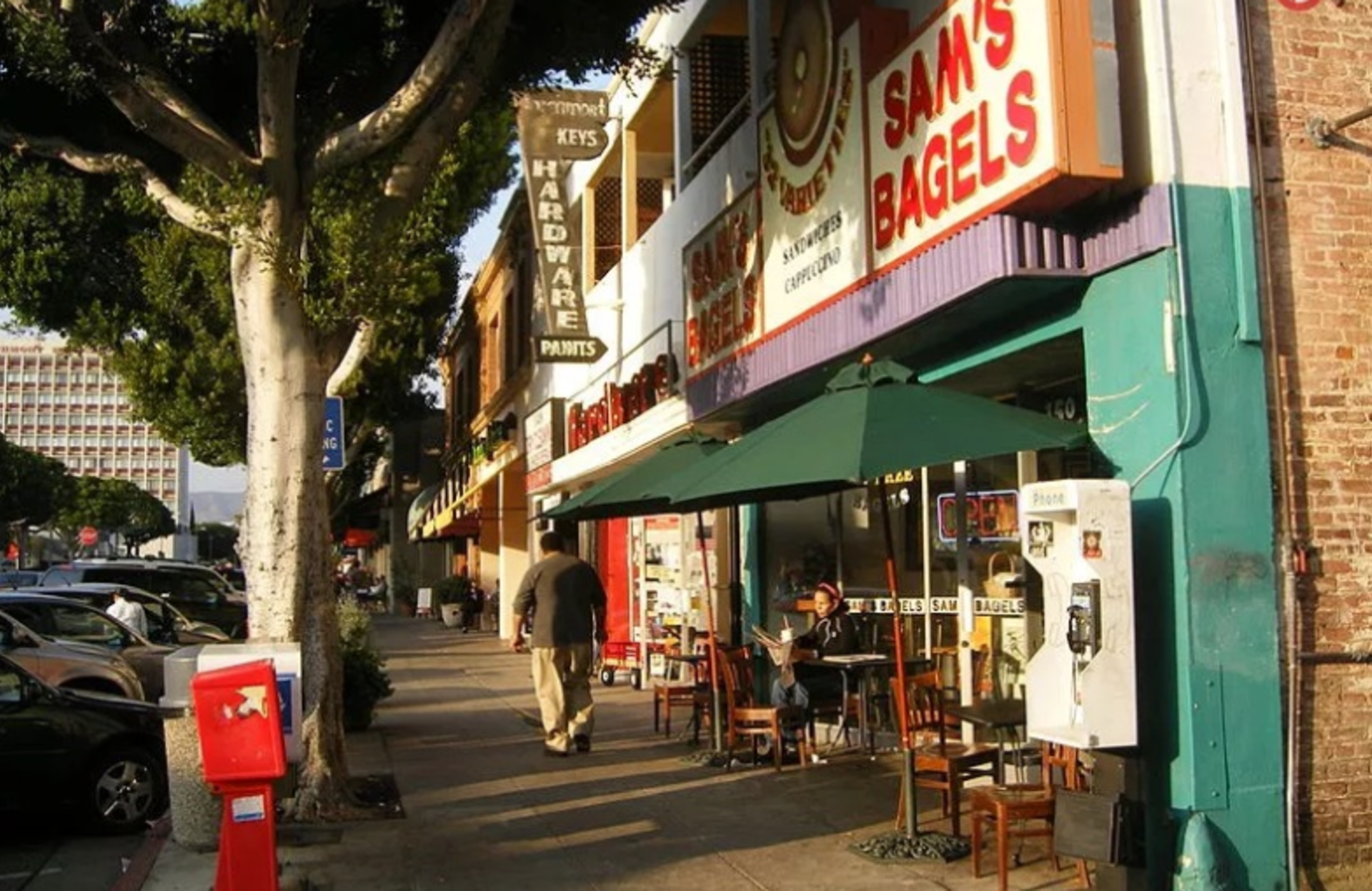 NEIGHBORHOOD SPOTLIGHT: Larchmont Village