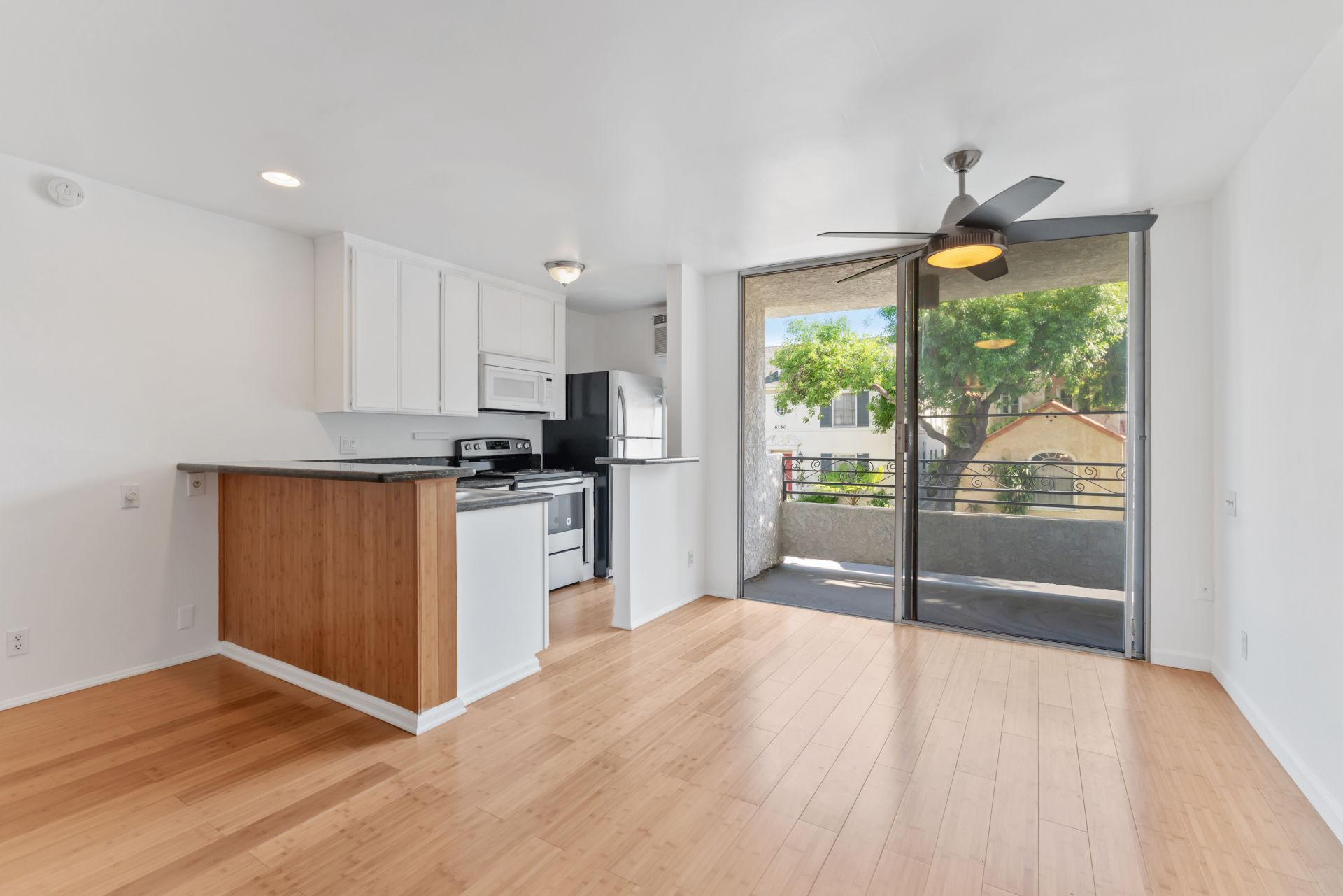 JUST LISTED: 1 Bed + 1 Bath Condo in PRIME Miracle Mile / Museum Square