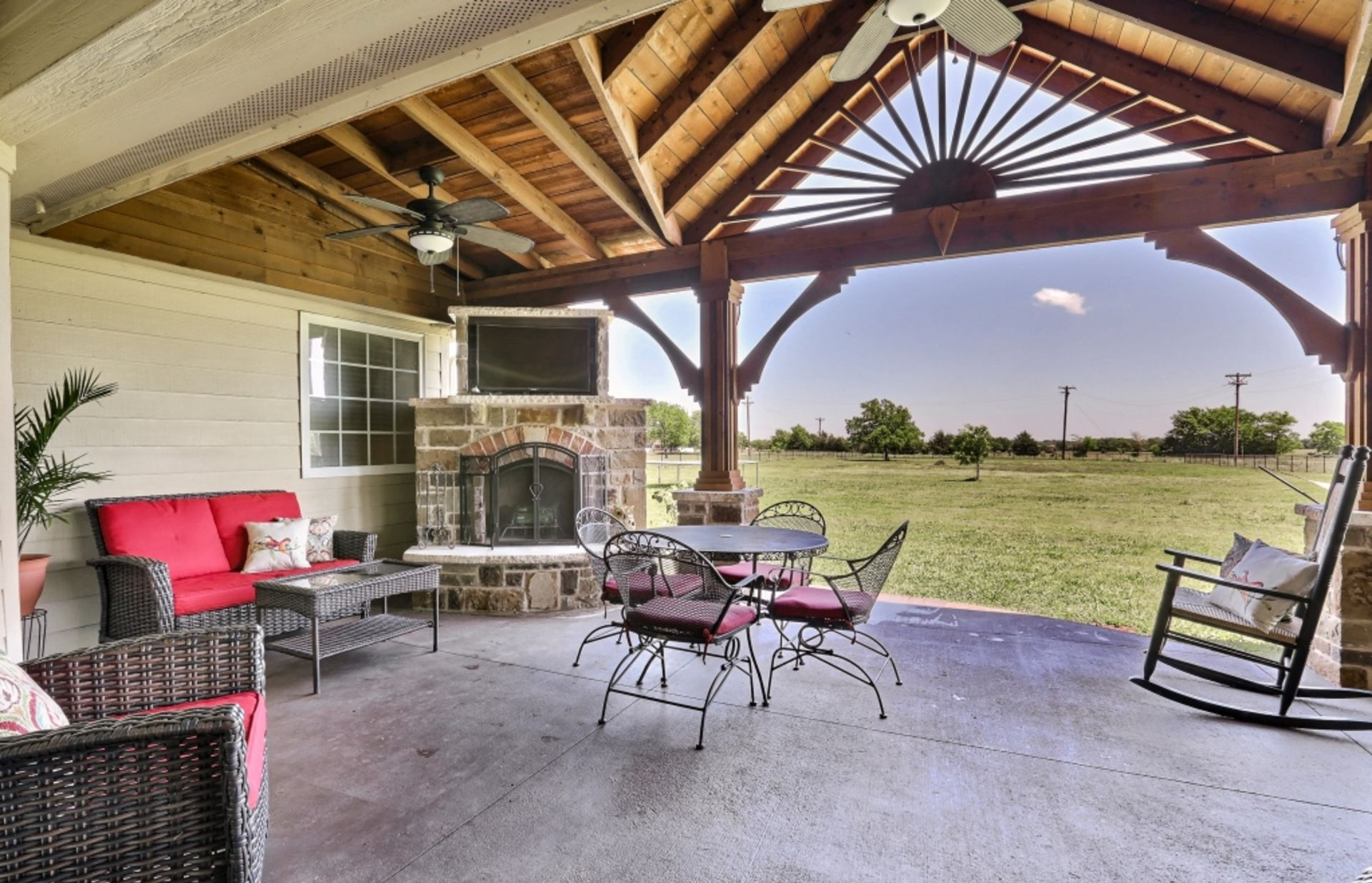 BEAUTIFUL HOME FOR SALE IN CADDO MILLS TEXAS