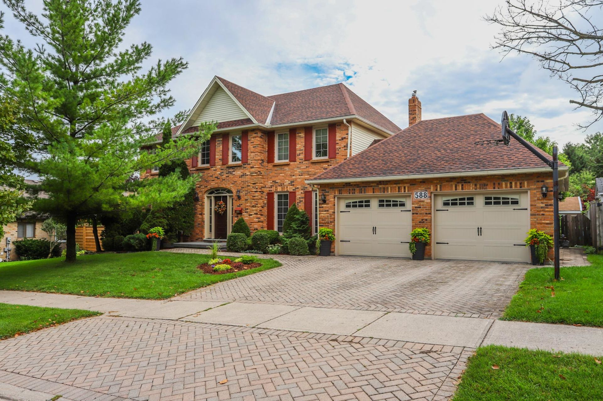 Hot off the Press!! 588 Rosecliffe Terrace, London, ON