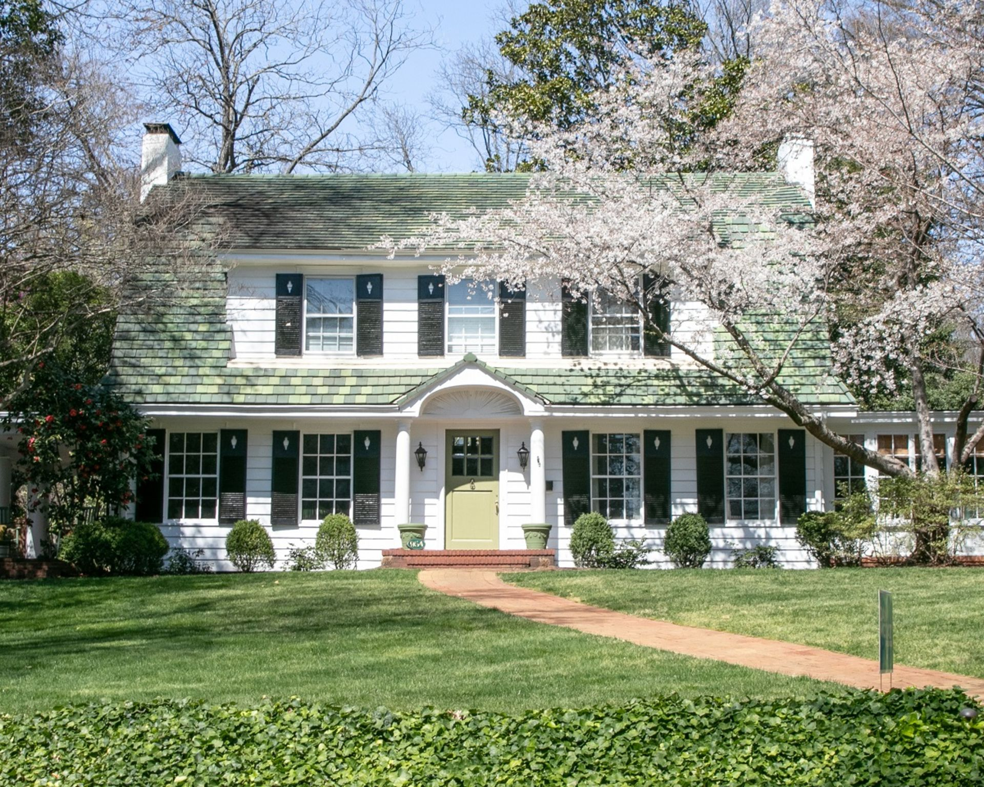 Five Reasons to Sell Your Home Right Now and Tips for Springtime Selling