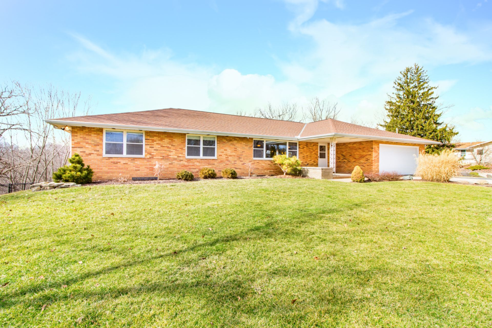 SOLD!!  Sprawling Brick Ranch – 1309 Highview Road, East Peoria