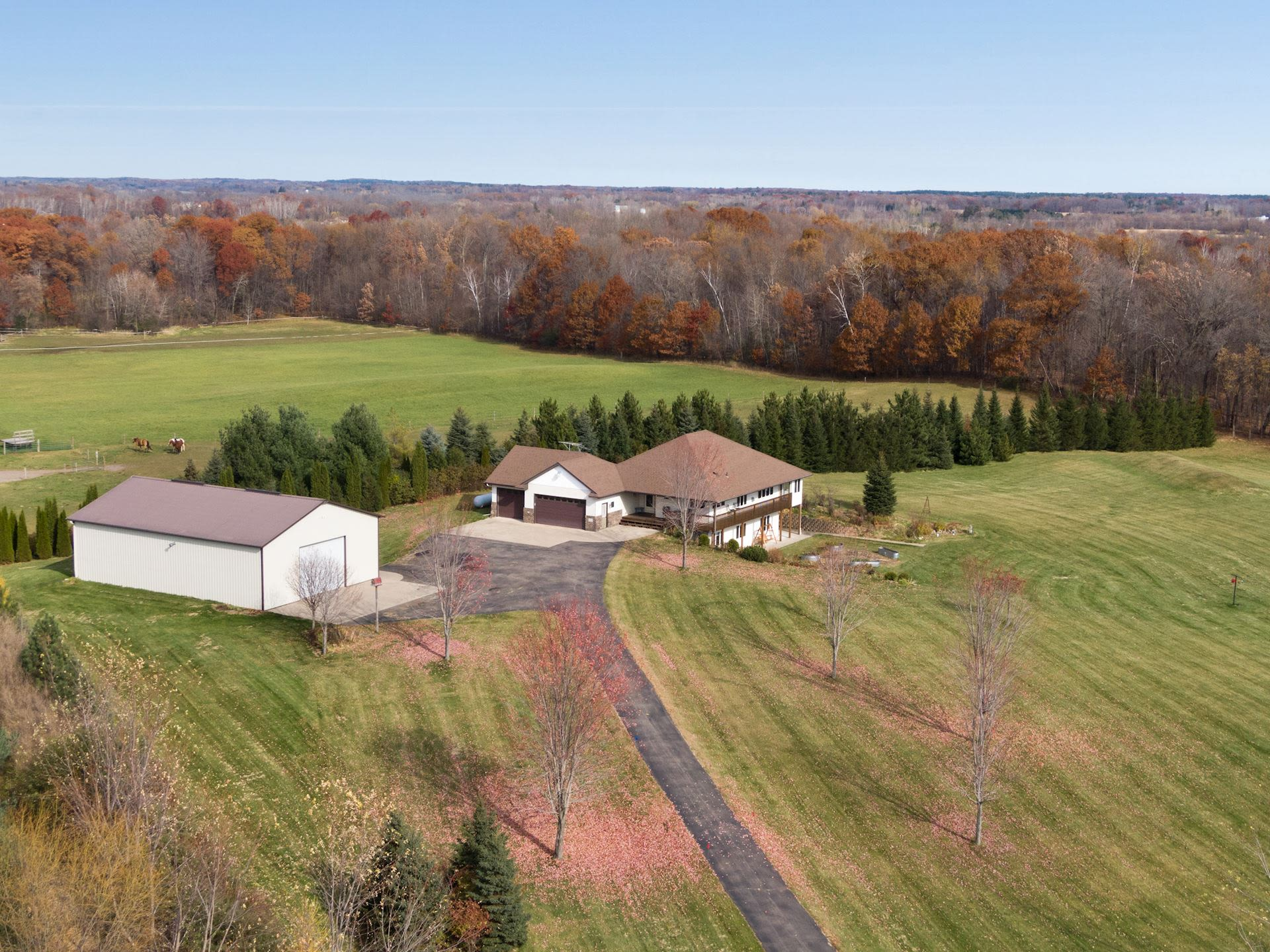 Amazing Acreage Living in Harris MN for the Taking!