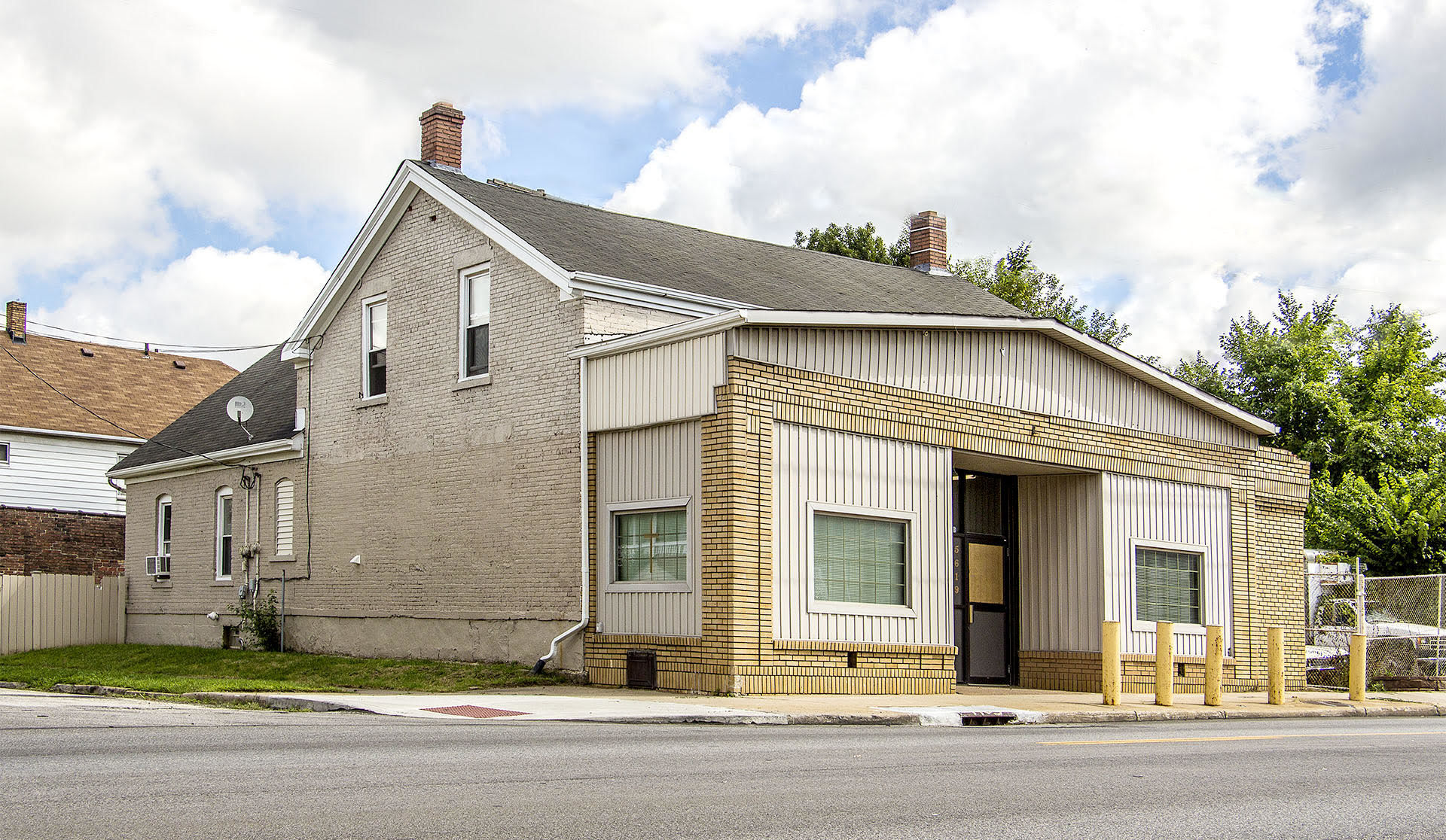 New Listing – Retail storefront with 3 apartments