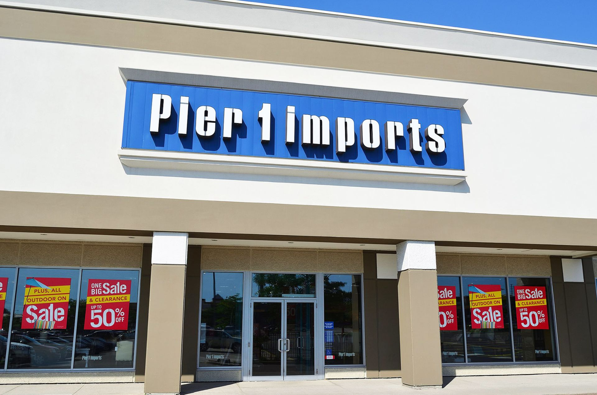 Pier 1 Becomes First National Retailer to Announce Sweeping Post-Holiday Store Closings