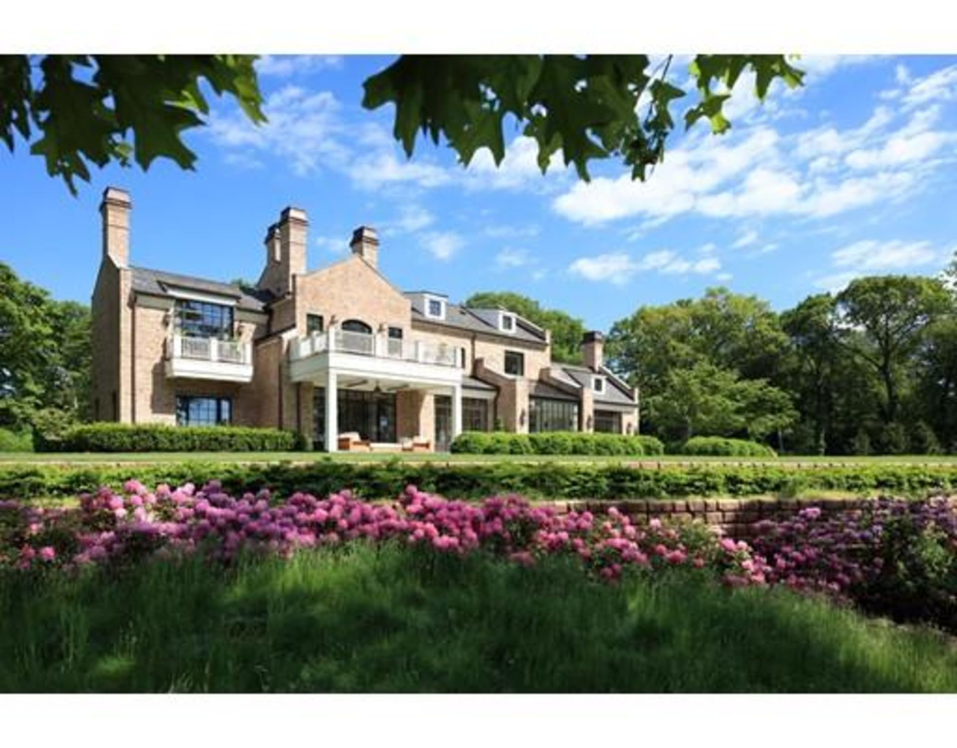 Is Tom Brady's Brookline mansion on the ugly side?