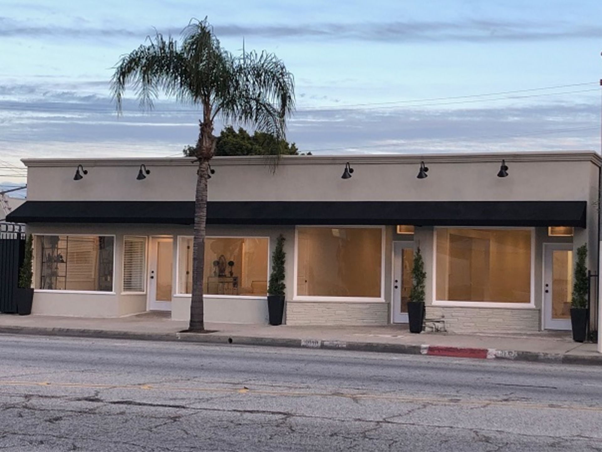 NEW LISTING!  Turn Key Commercial Building!  20 Min From Hollywood and 10 Min From Downtown
