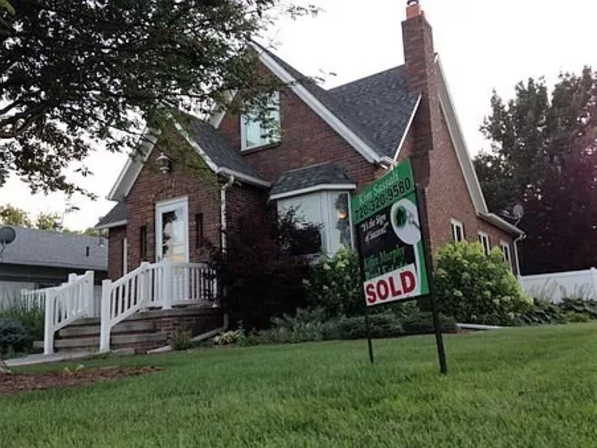 SELLER STRATEGIES: HOW TO GET TOP DOLLAR FOR YOUR HOME