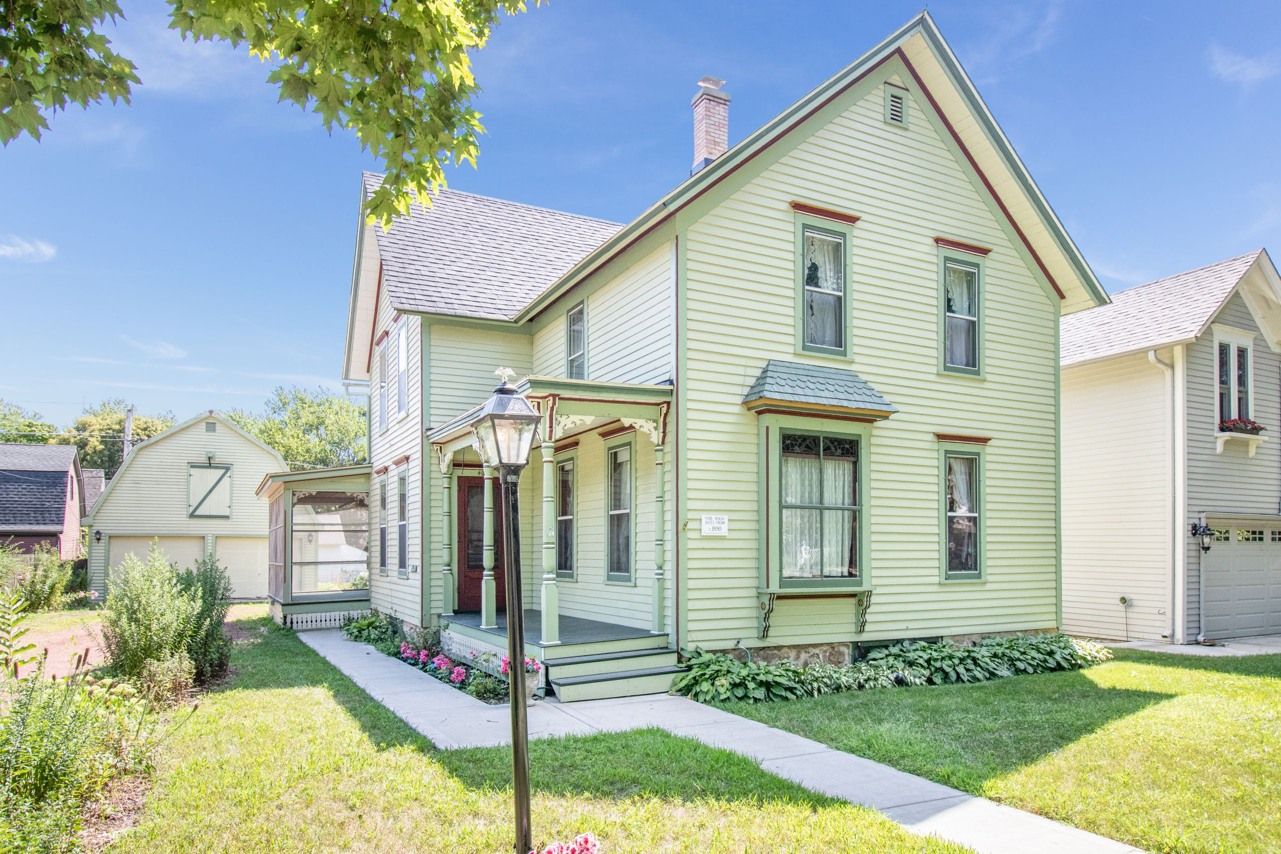 FOR SALE!! 407 Liberty St., West Dundee