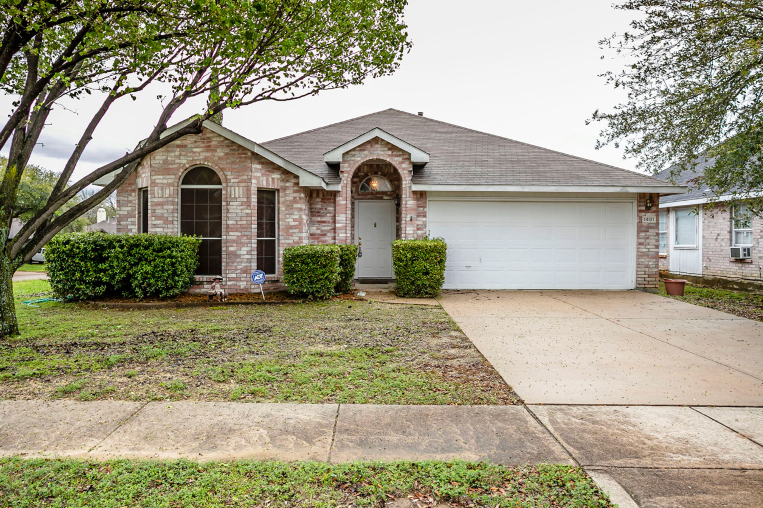 1401 SPRINGVIEW DRIVE GARLAND, Texas 75040