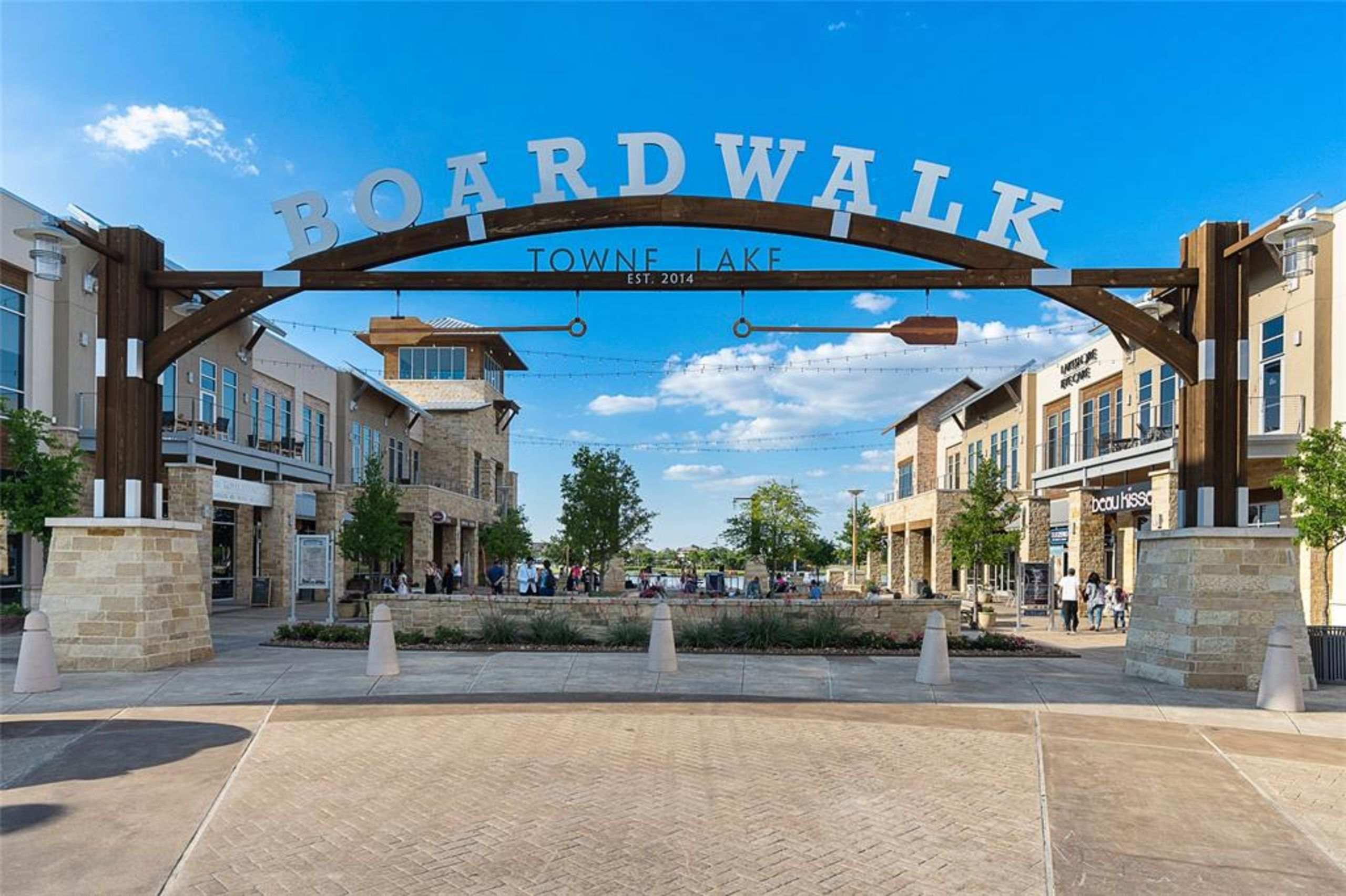 Towne Lake Boardwalk/ Dining & Shopping