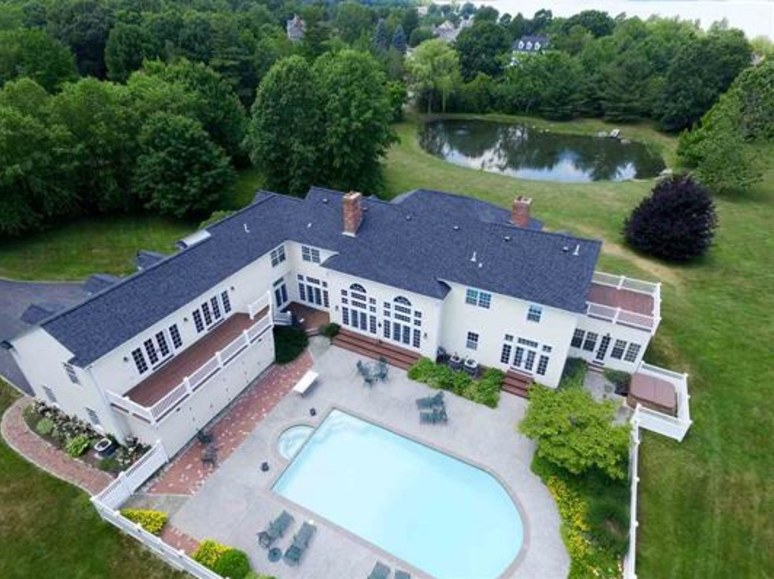 Luxury Living in the Seacoast!