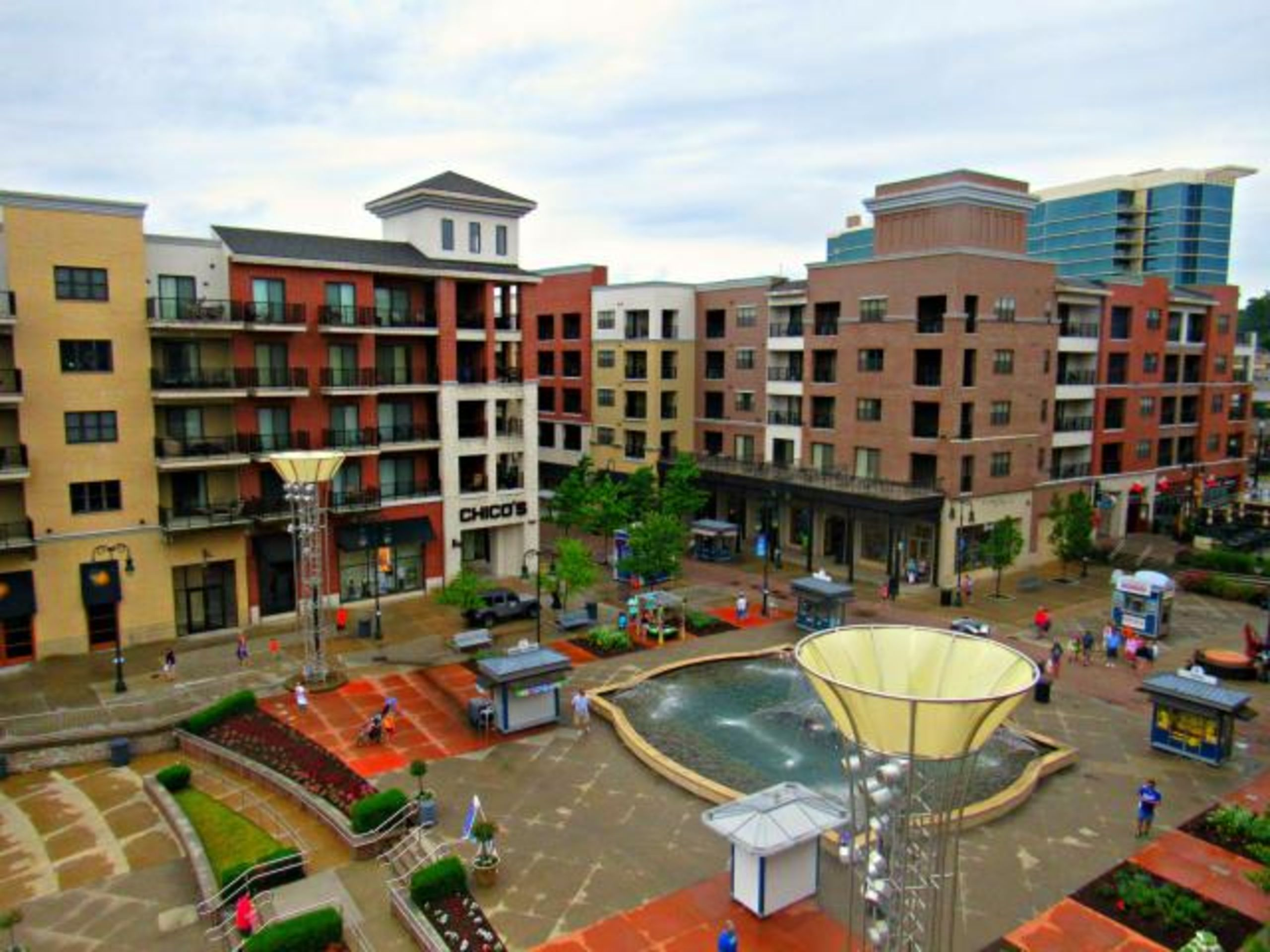 Condos near shopping, food and entertainment