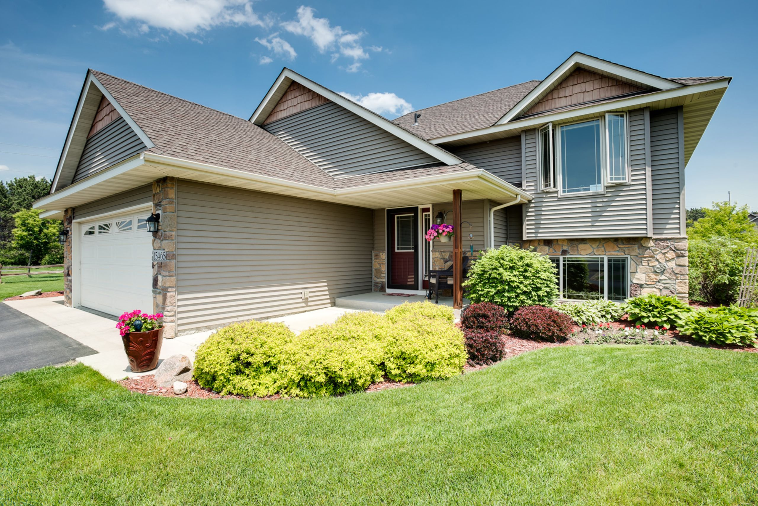 Beautiful Goodview Woodbury Home For Sale