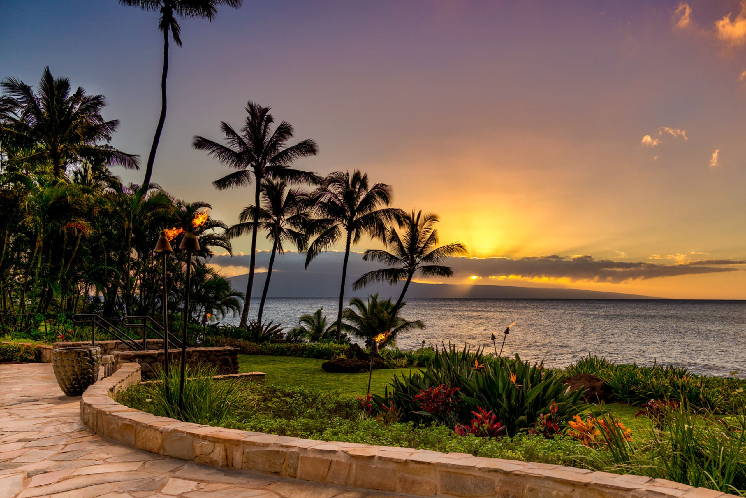 Live the Maui Lifestyle