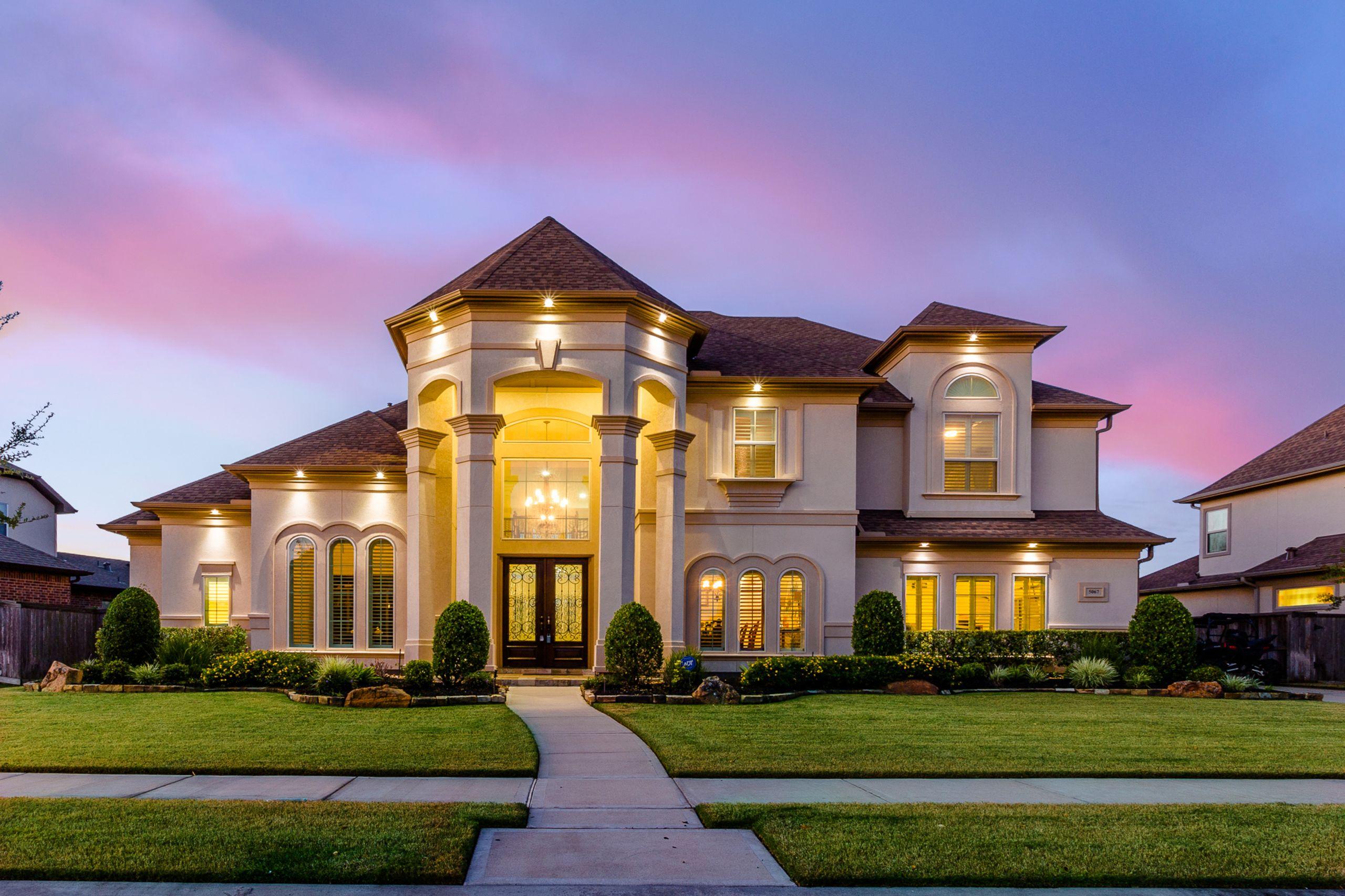 Luxury Million Dollar Pool House!