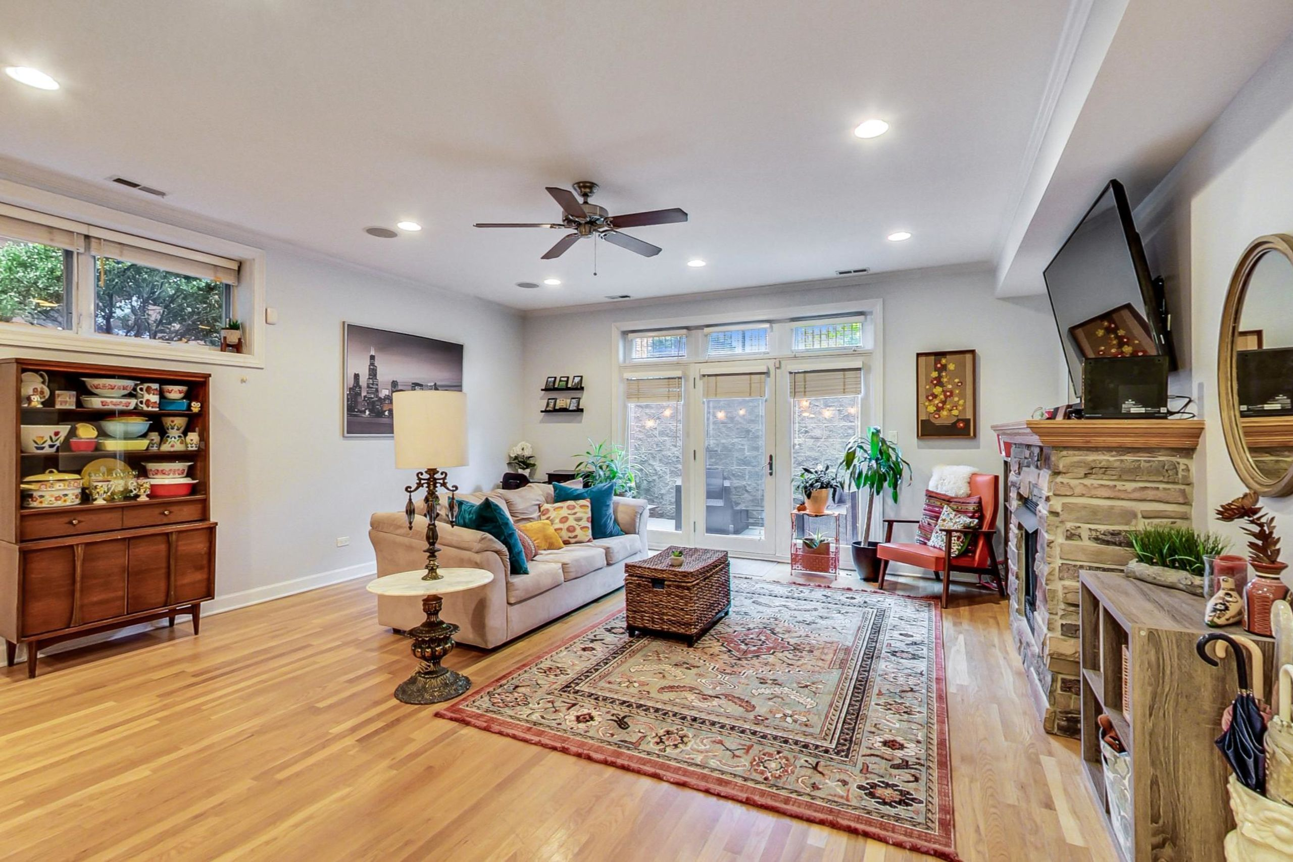 Click Photo For 3D Tour - 2457 W. Foster #1