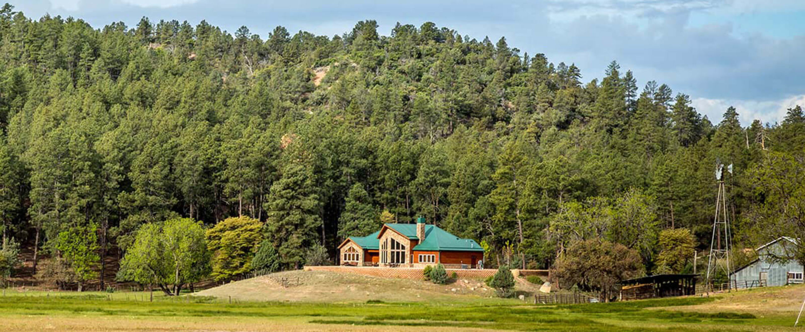 Mountainside Homes in the cool Northern Arizona Pines