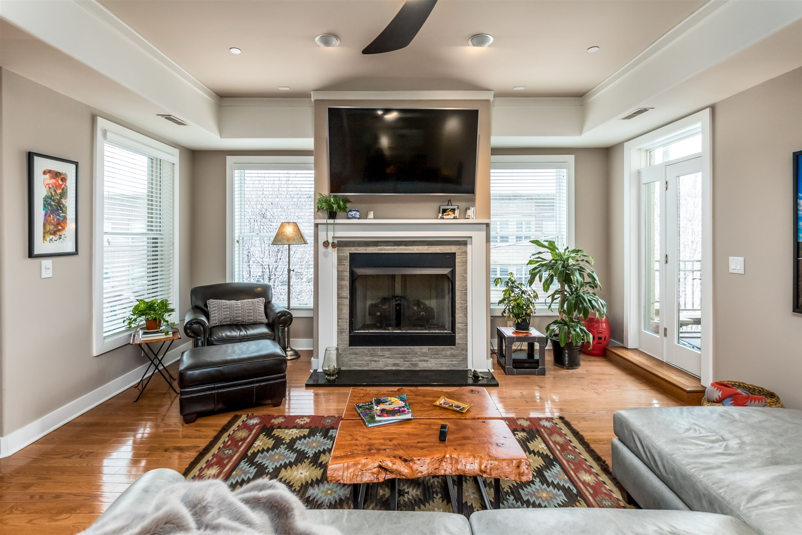 FOR SALE IN DOWNTOWN INDY- 1 LEVEL CONDO