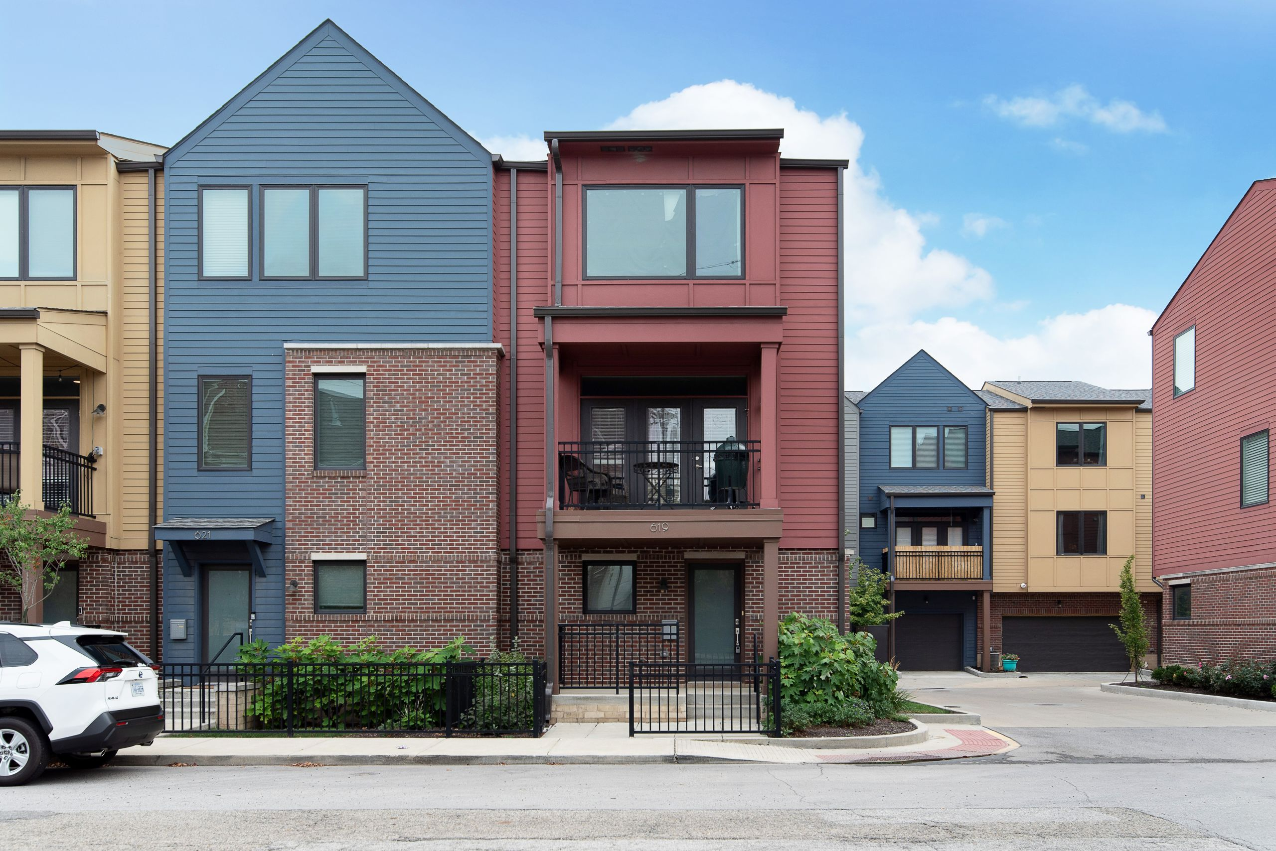 FOR SALE IN DOWNTOWN INDY- END UNIT CONDO