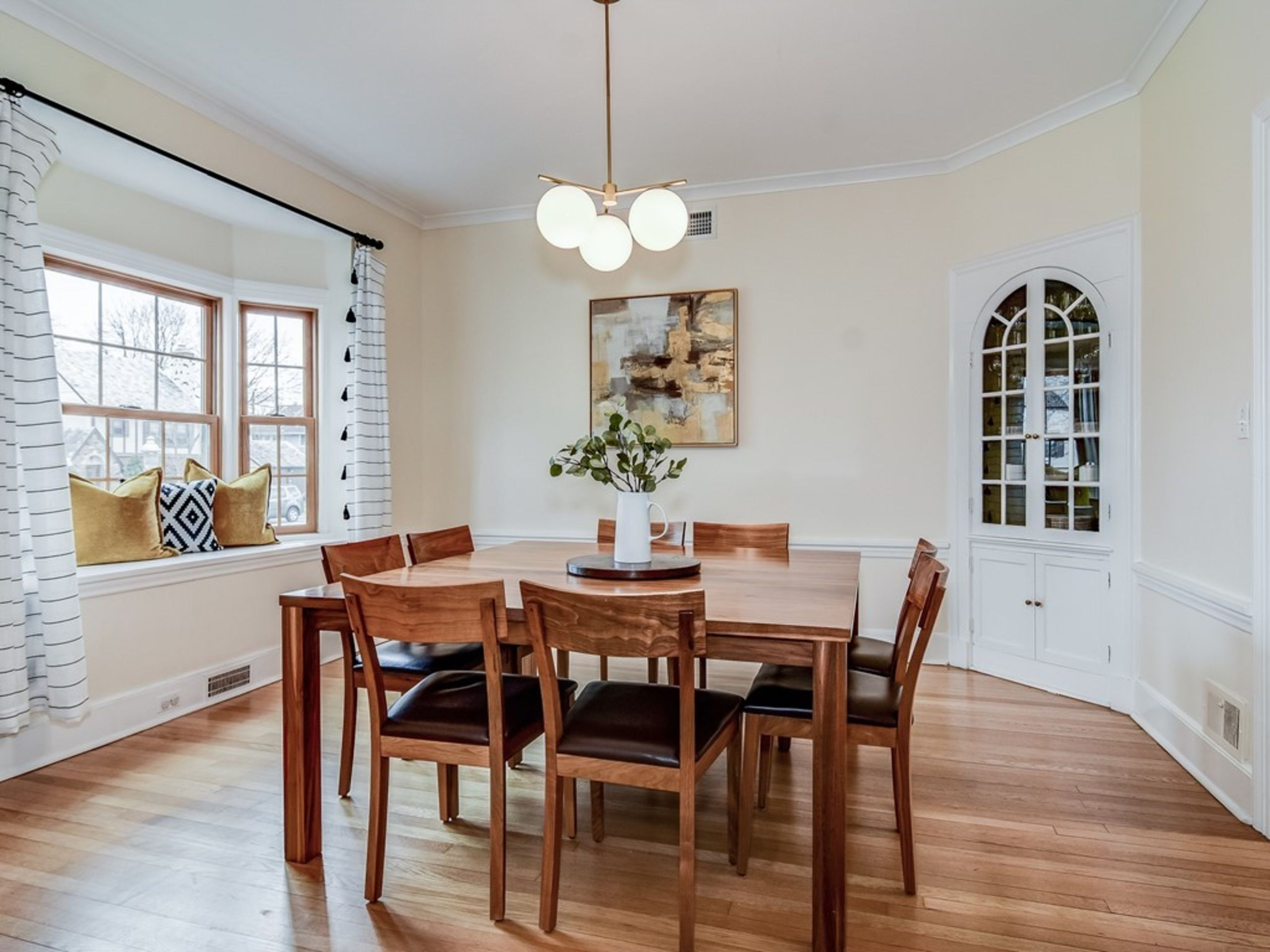 386 Forest...Dining room perfection!