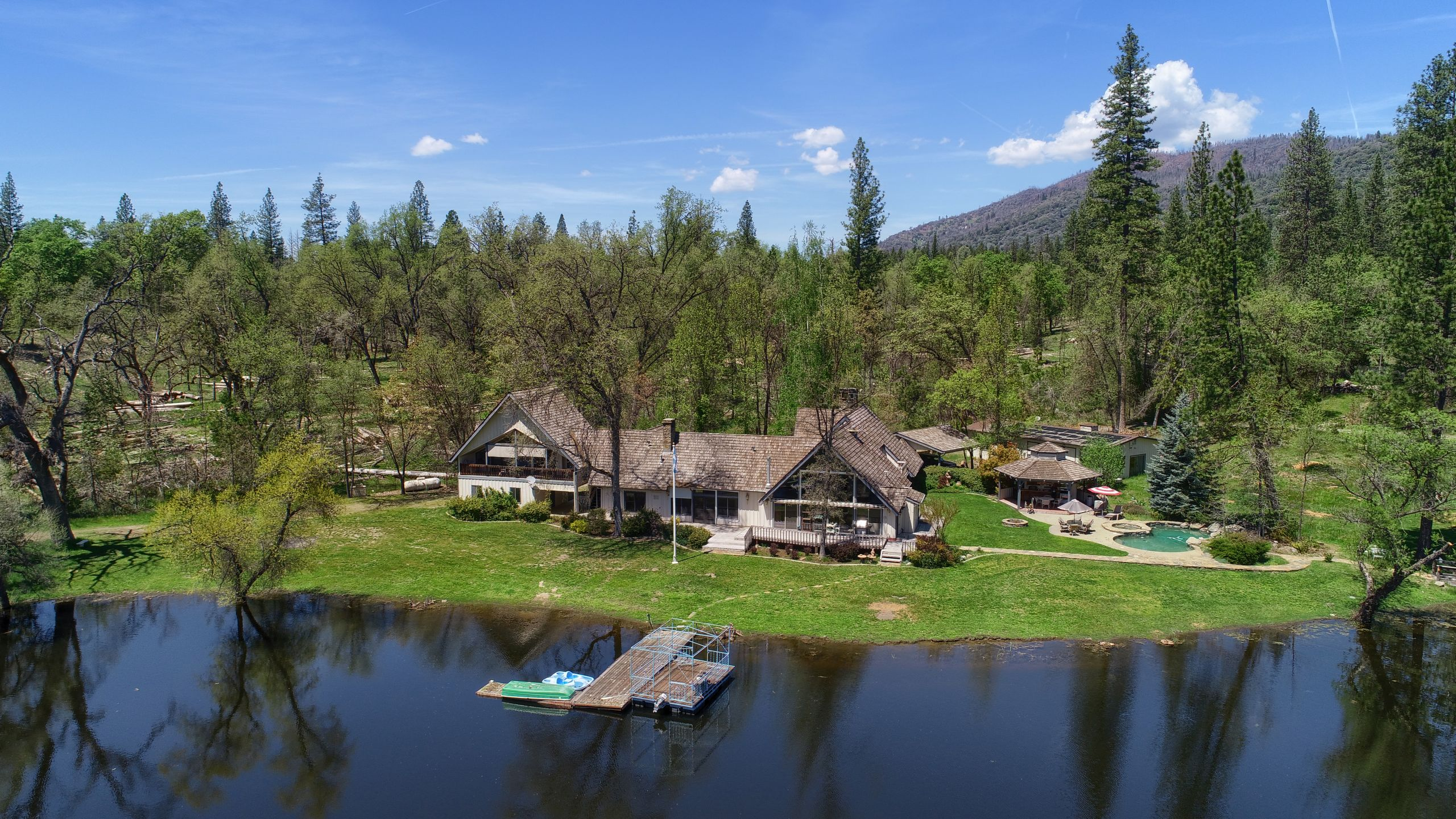 Mountain Estates with lakes and room to roam!