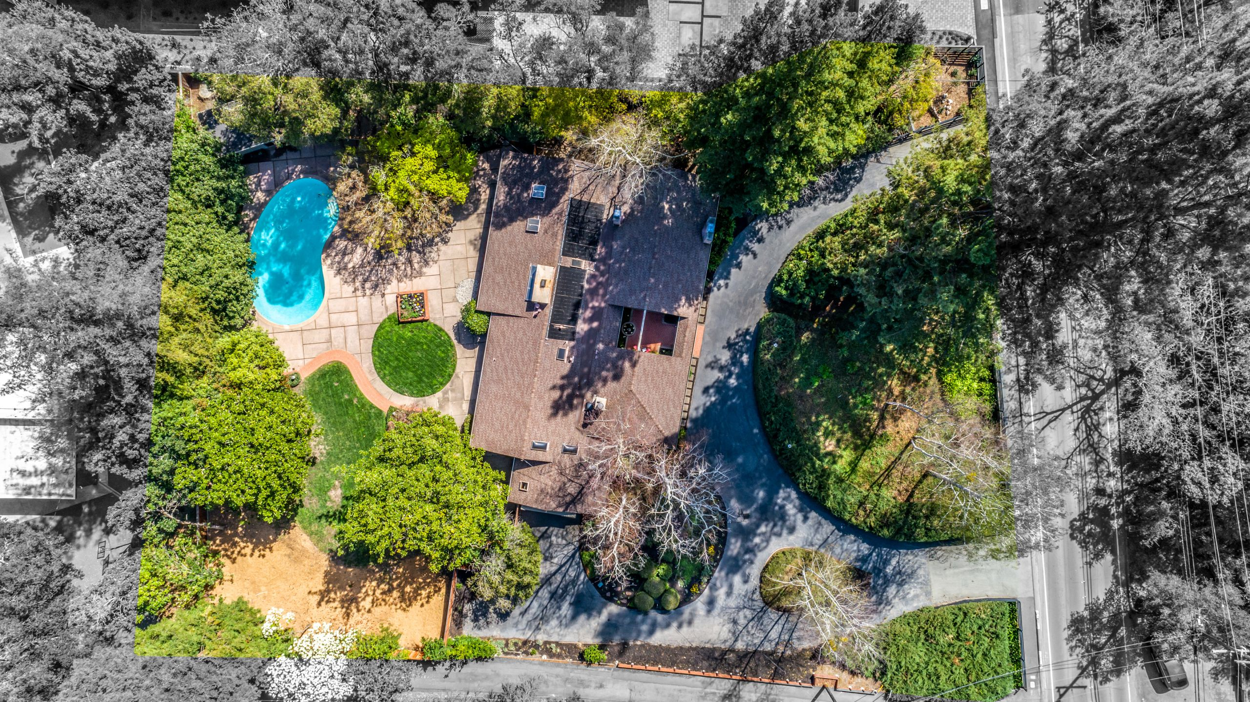 $2995,000  3682HappyValleyRoad.com