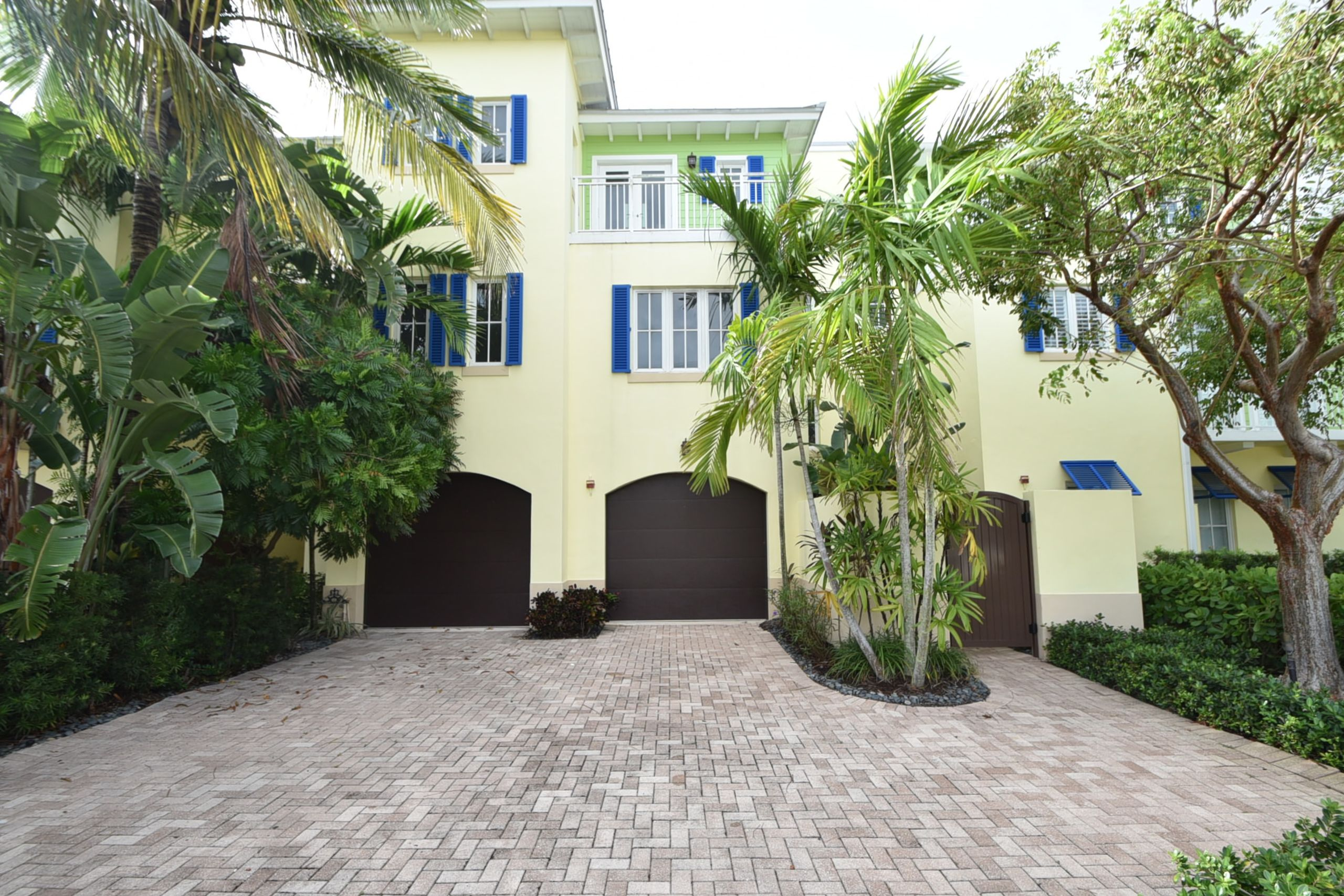 UNDER CONTRACT, East Delray 4000 Liv SF, 4BR TH w/Elevator, 1/2 Block to Beach, Offered at $1,525,000