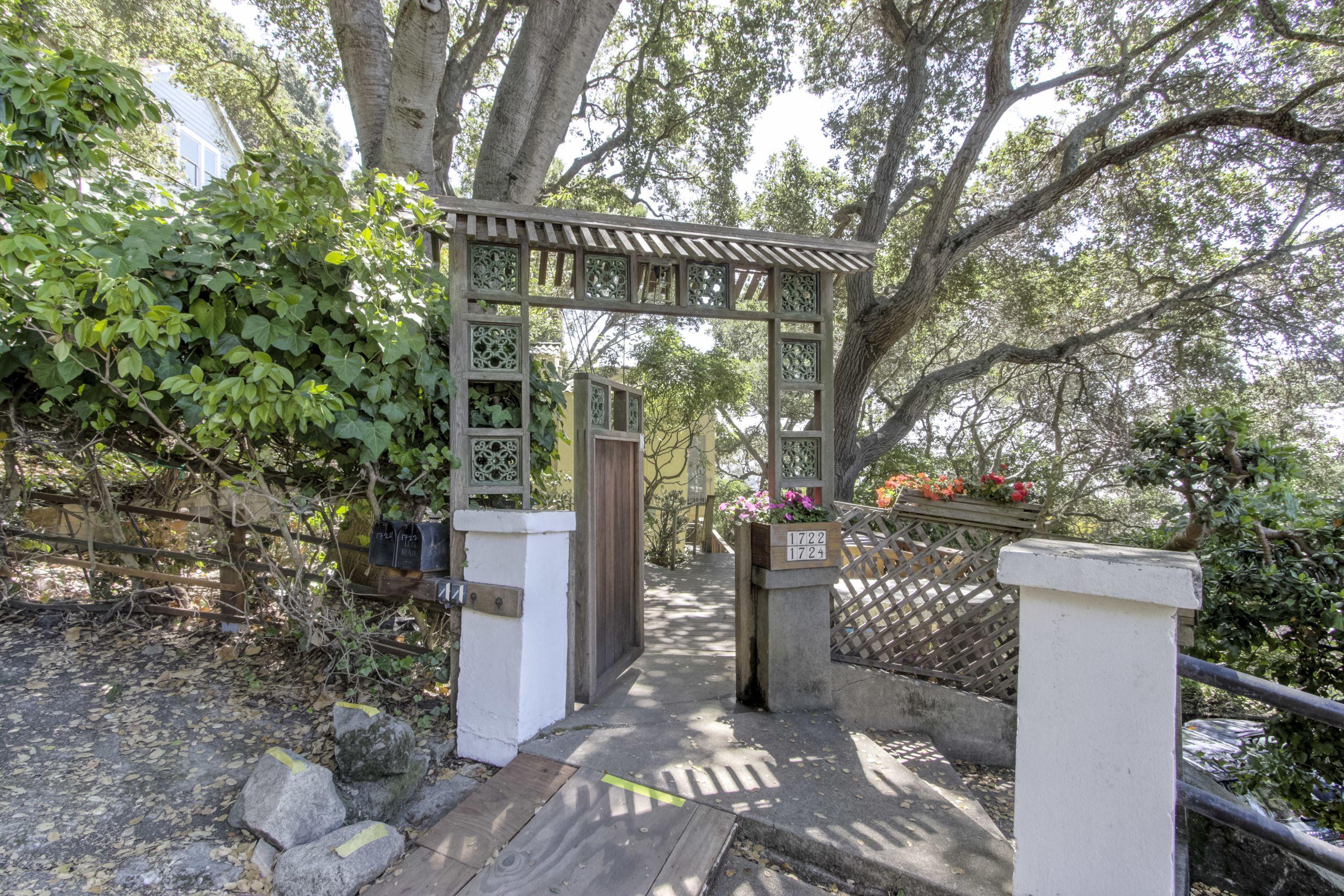 1722-4 La Vereda Road, Berkeley, CA 94709