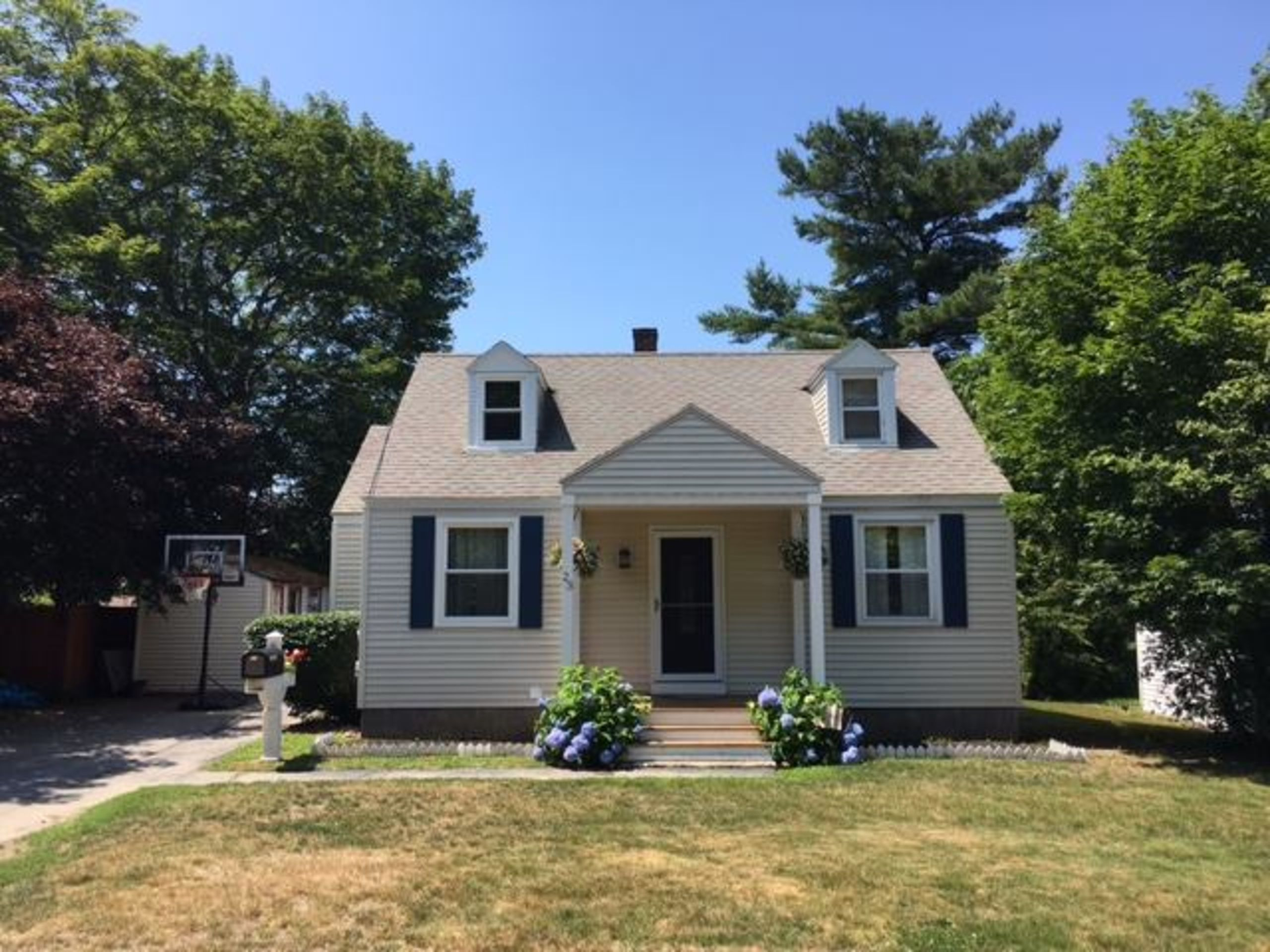 This cape in Cape Elizabeth sold immediately!