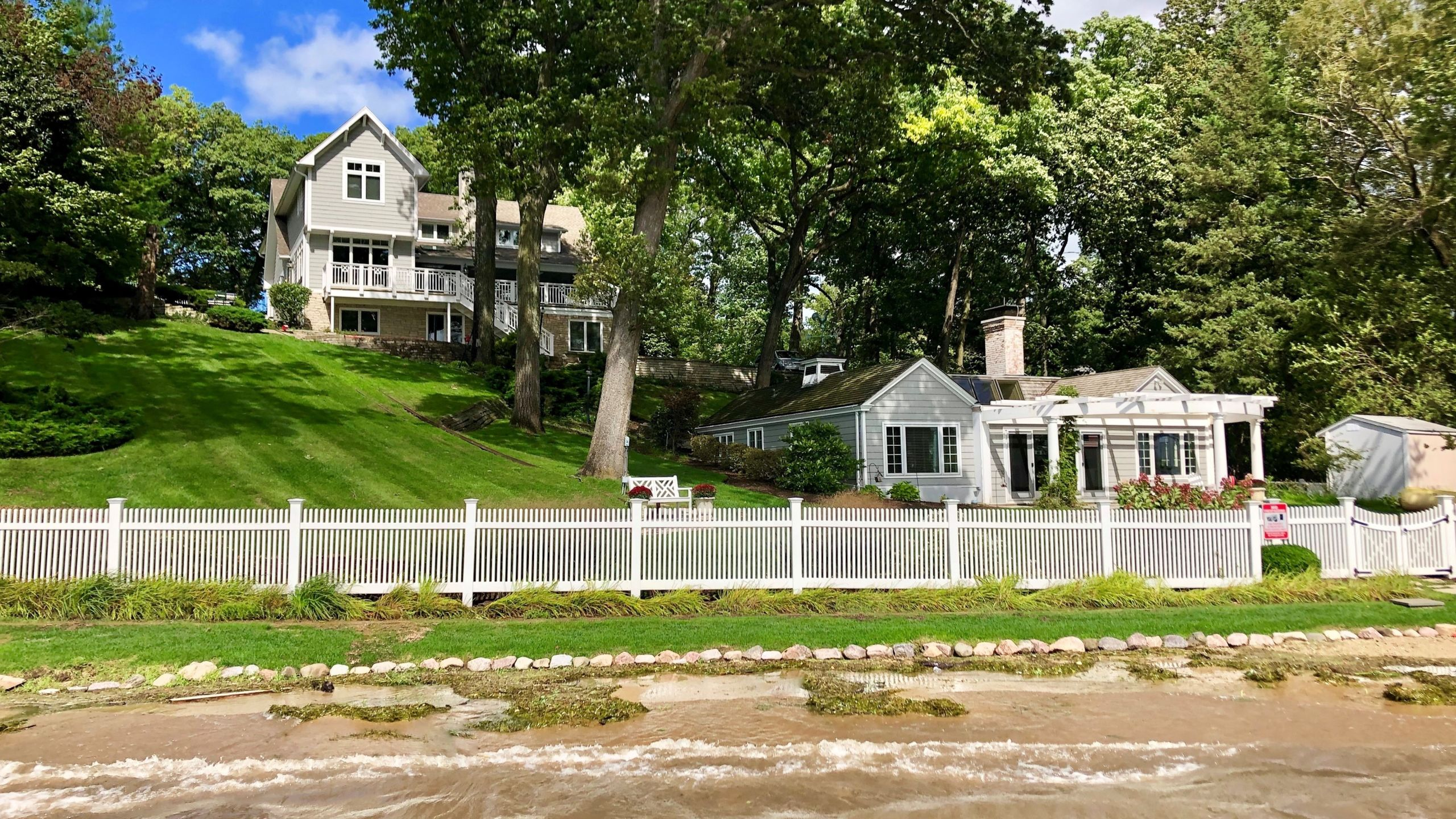 Lake Geneva 8BD Lakefront with Guest House