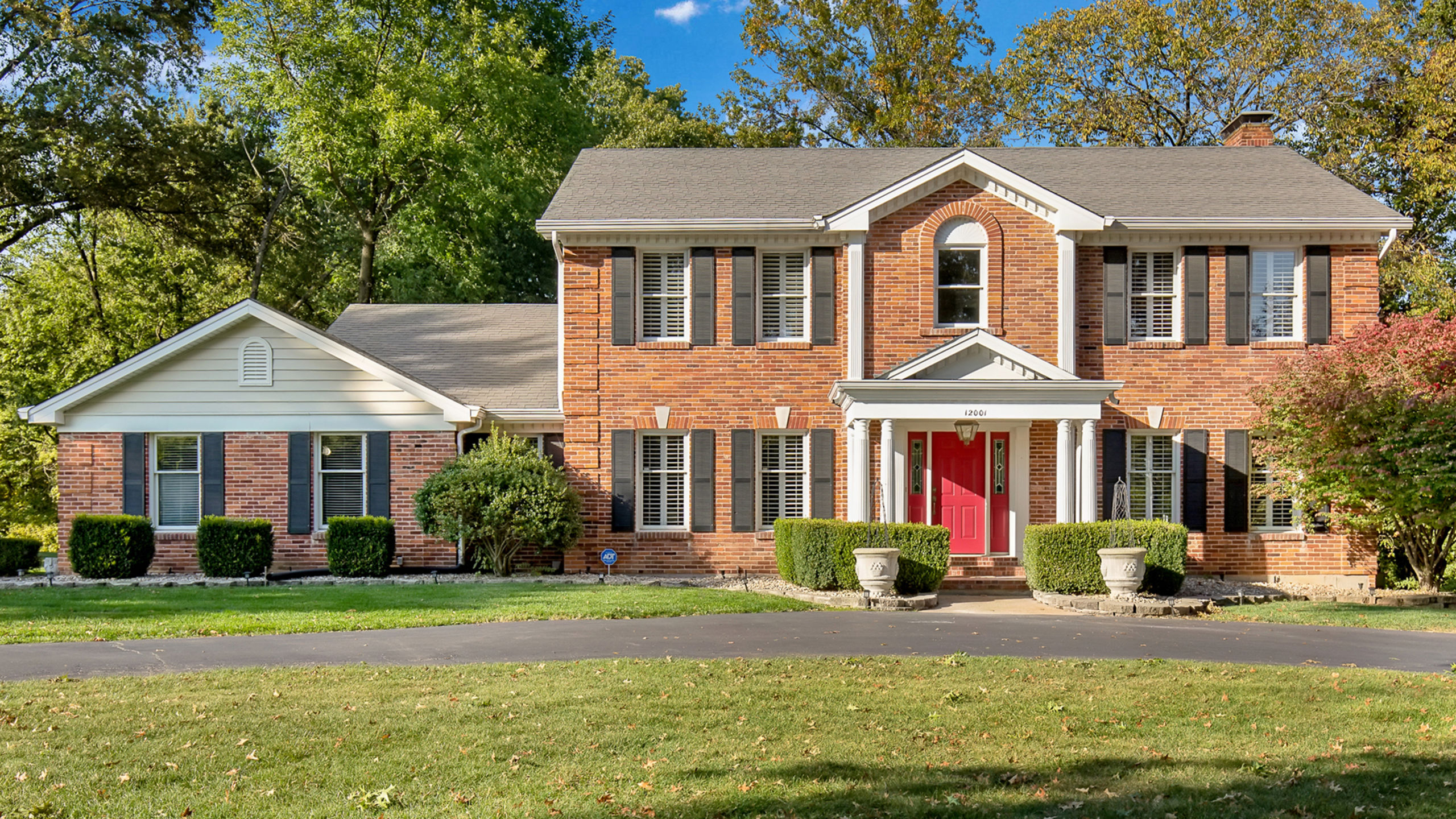 12001 Embassy Row | Town & Country